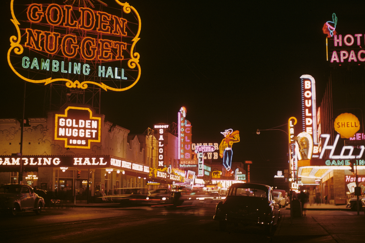http://upload.wikimedia.org/wikipedia/commons/a/ae/Fremont_Street_1952.JPG
