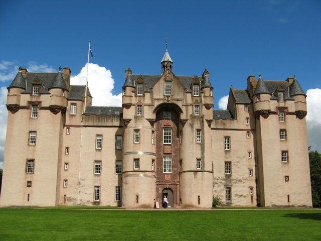 Grey or white ladies are famous in British ghost stories. But what about the green lady? Click here to learn about the Green Lady of Fyvie Castle