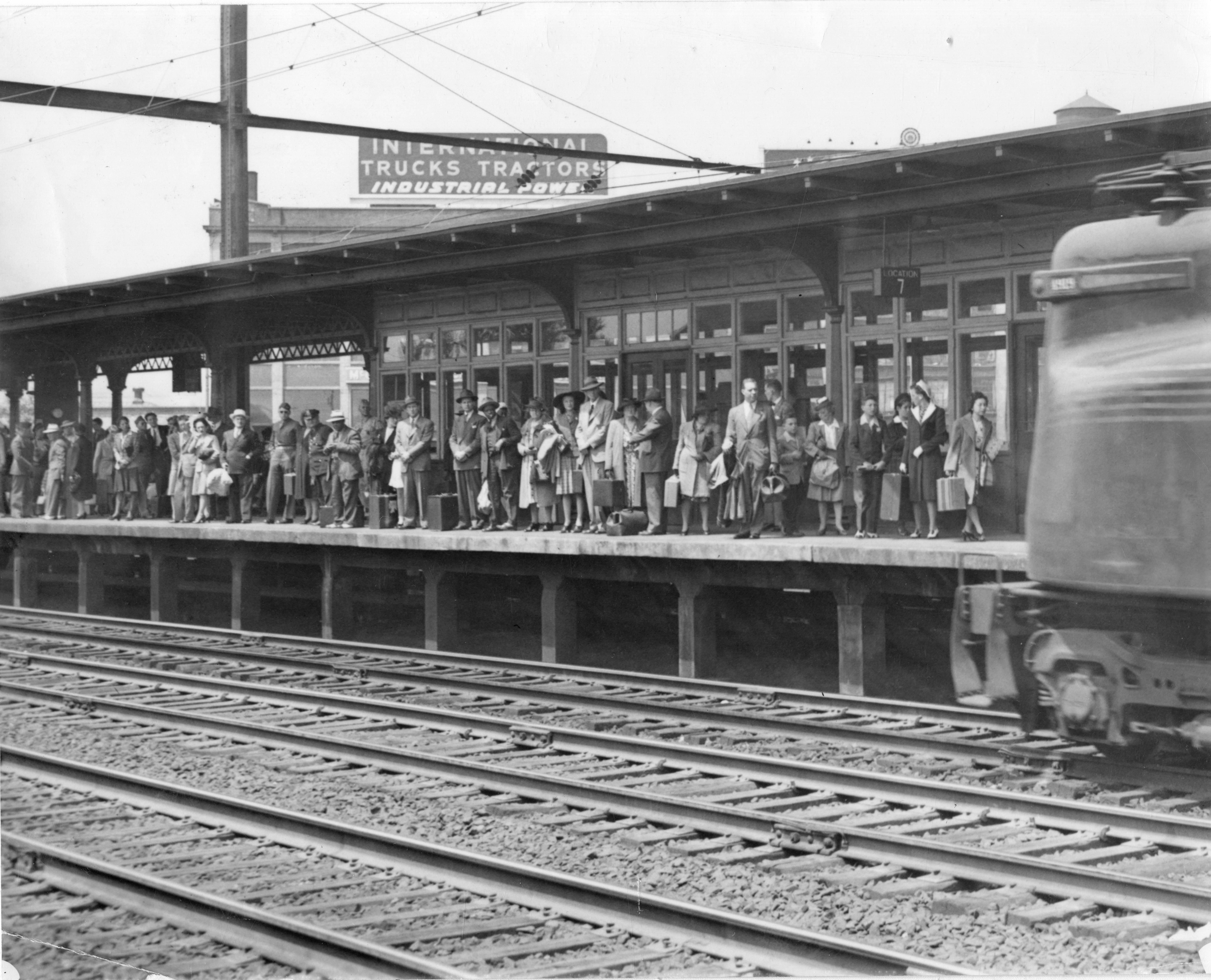 File Gg1 Arriving At North Philadelphia  May 1943 Jpg