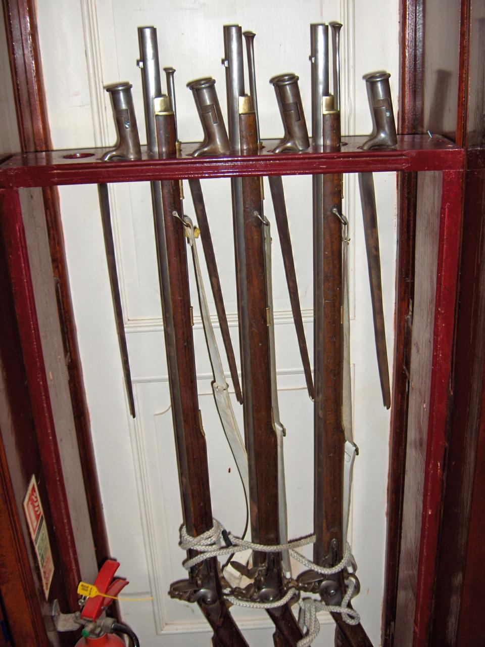 Armas Blancas de puño – Cuchillos, hachas, machetes y otr