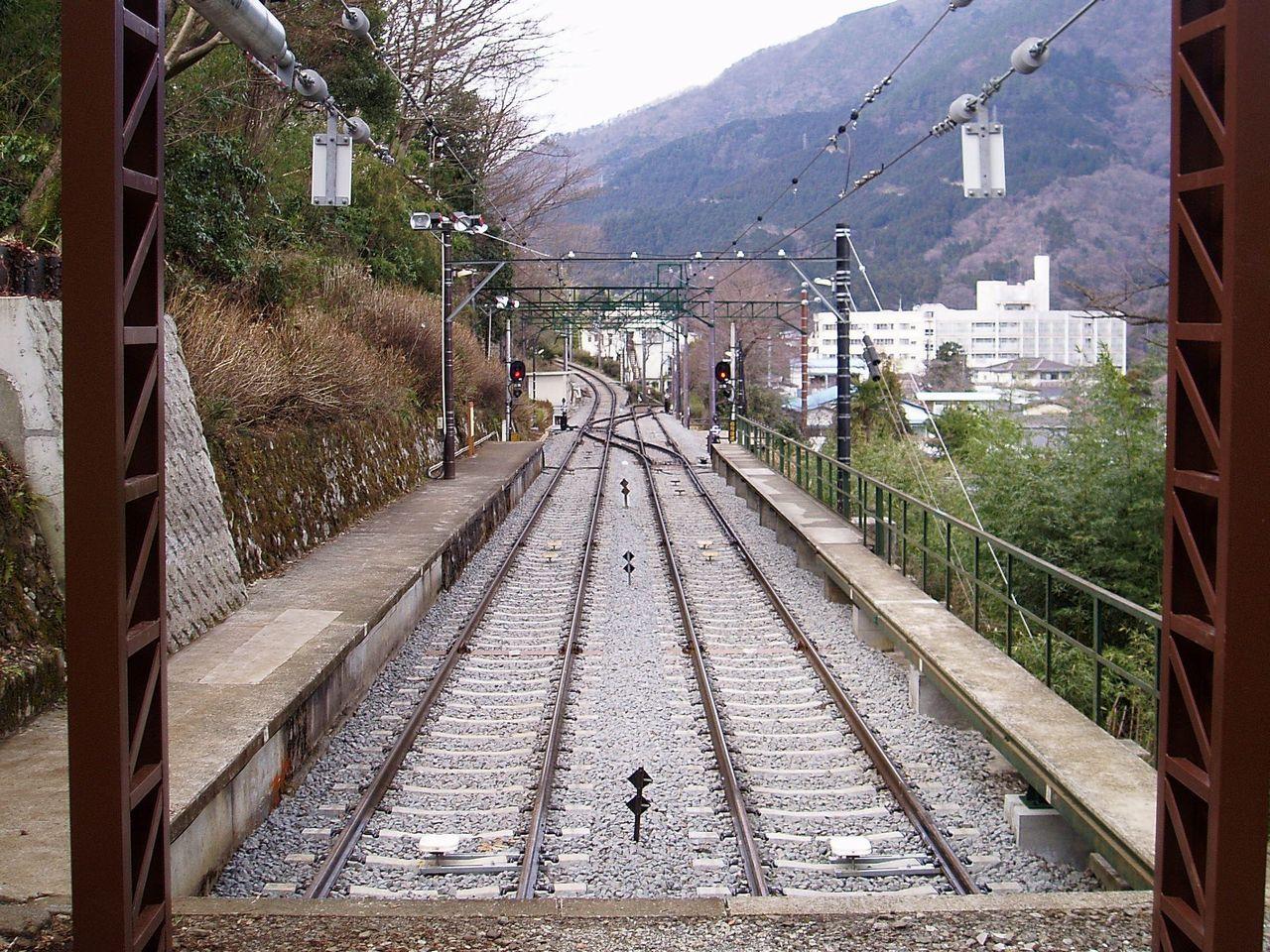 Hakone-Tozan-Kami-ohiradai-Signal-Sta.jp