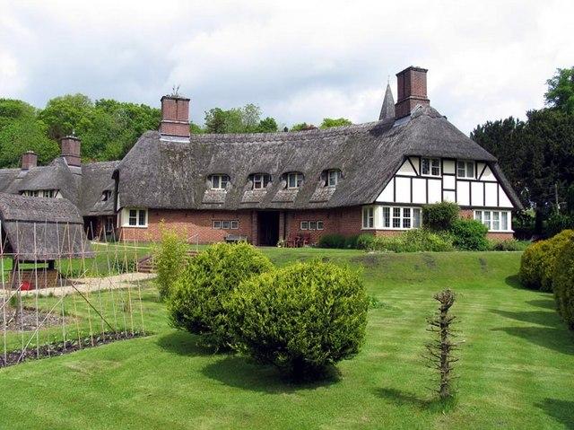 Houses, Freefolk, Hants - geograph.org.uk - 343957