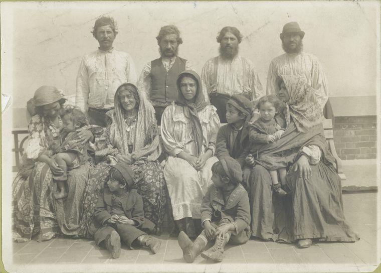 File:Hungarian Gypsies.jpg - Wikimedia Commons