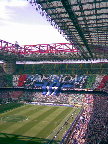 http://upload.wikimedia.org/wikipedia/commons/a/ae/Inter_-_Curva_Nord_in_festa%2C_scudetto_2008-2009.jpg