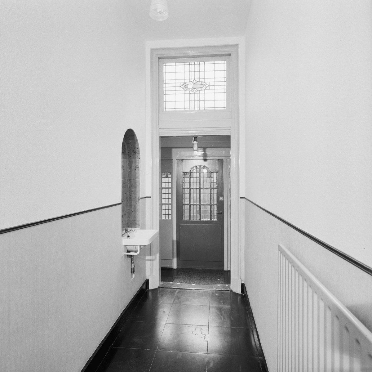 File interieur begane grond overzicht gang naar de achterkant van het huis schijndel - Deco gang huis ...