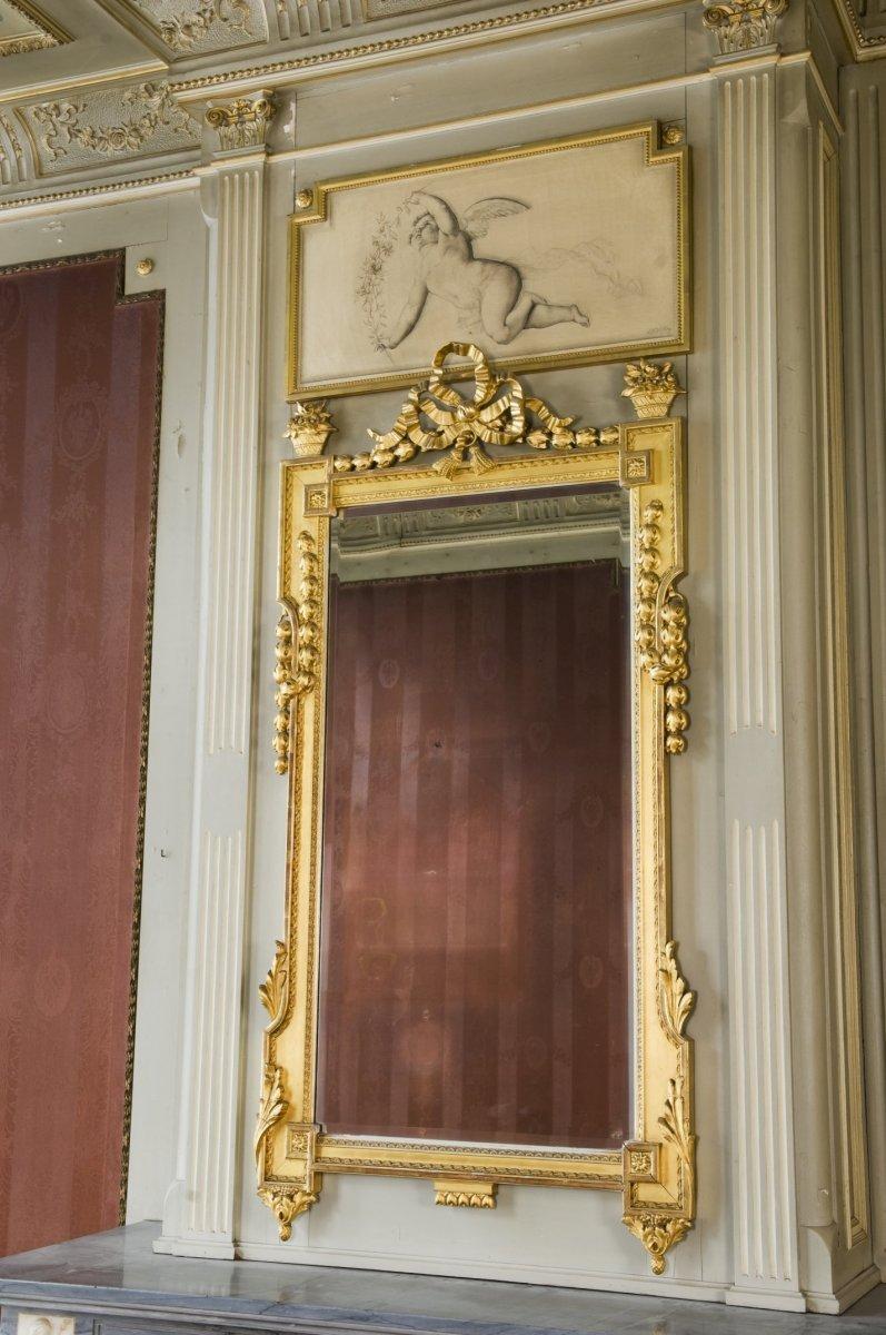 File interieur de spiegel boven de schouw in de voorkamer for Spiegel boven dressoir
