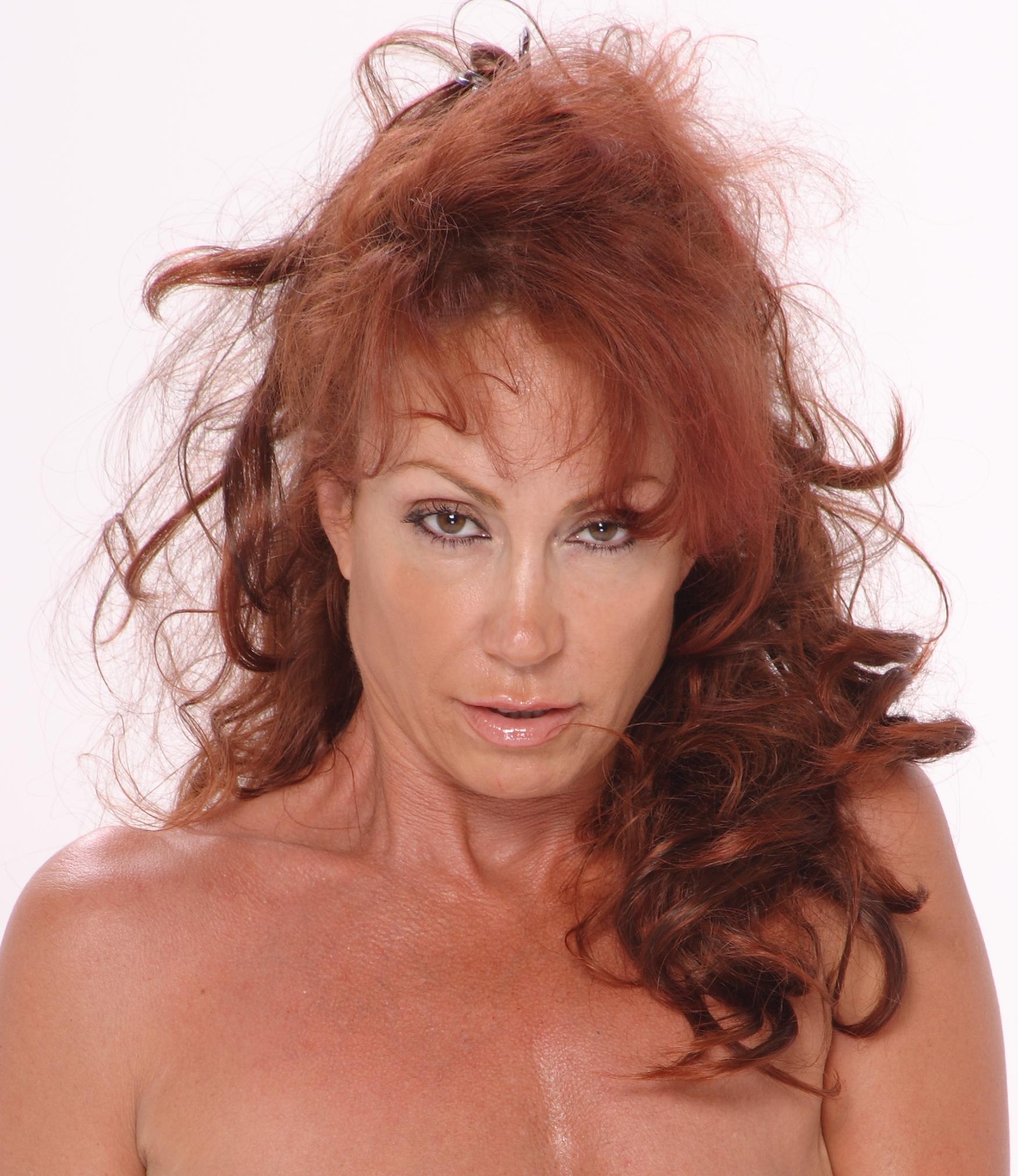 Julia Kruis Nude Photos 100