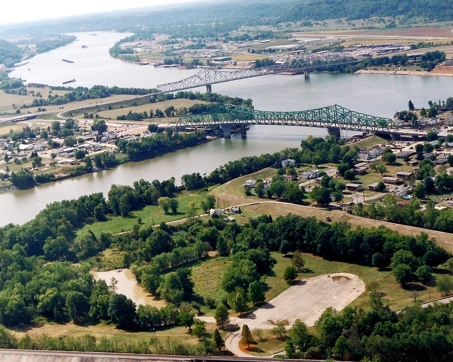 Point Pleasant (foreground) at the confluence of the Kanawha and Ohio Rivers. Gallipolis, Ohio is in the background right.