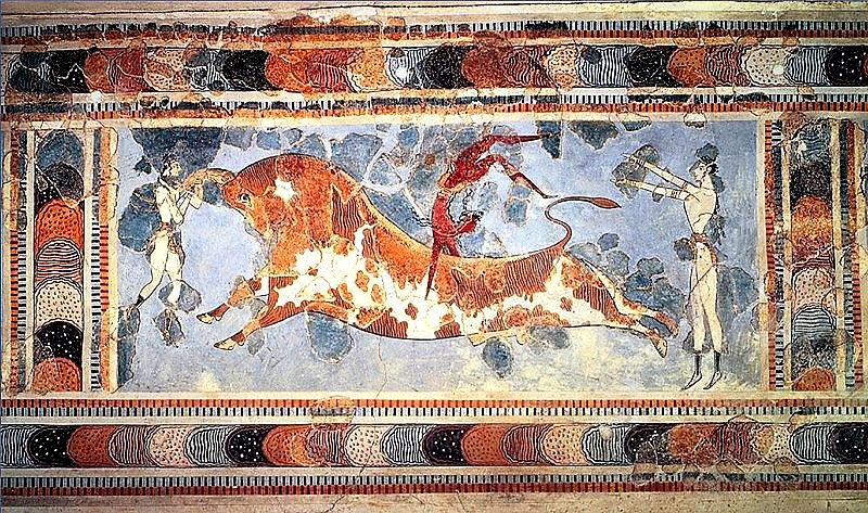 Los minoicos no corrían delante de los toros como se hace en Pamplona, sino que daban volteretas acrobáticas por encima de ellos, como puede verse en el fresco de La taurocatapsia encontrado en Cnosos (Creta)