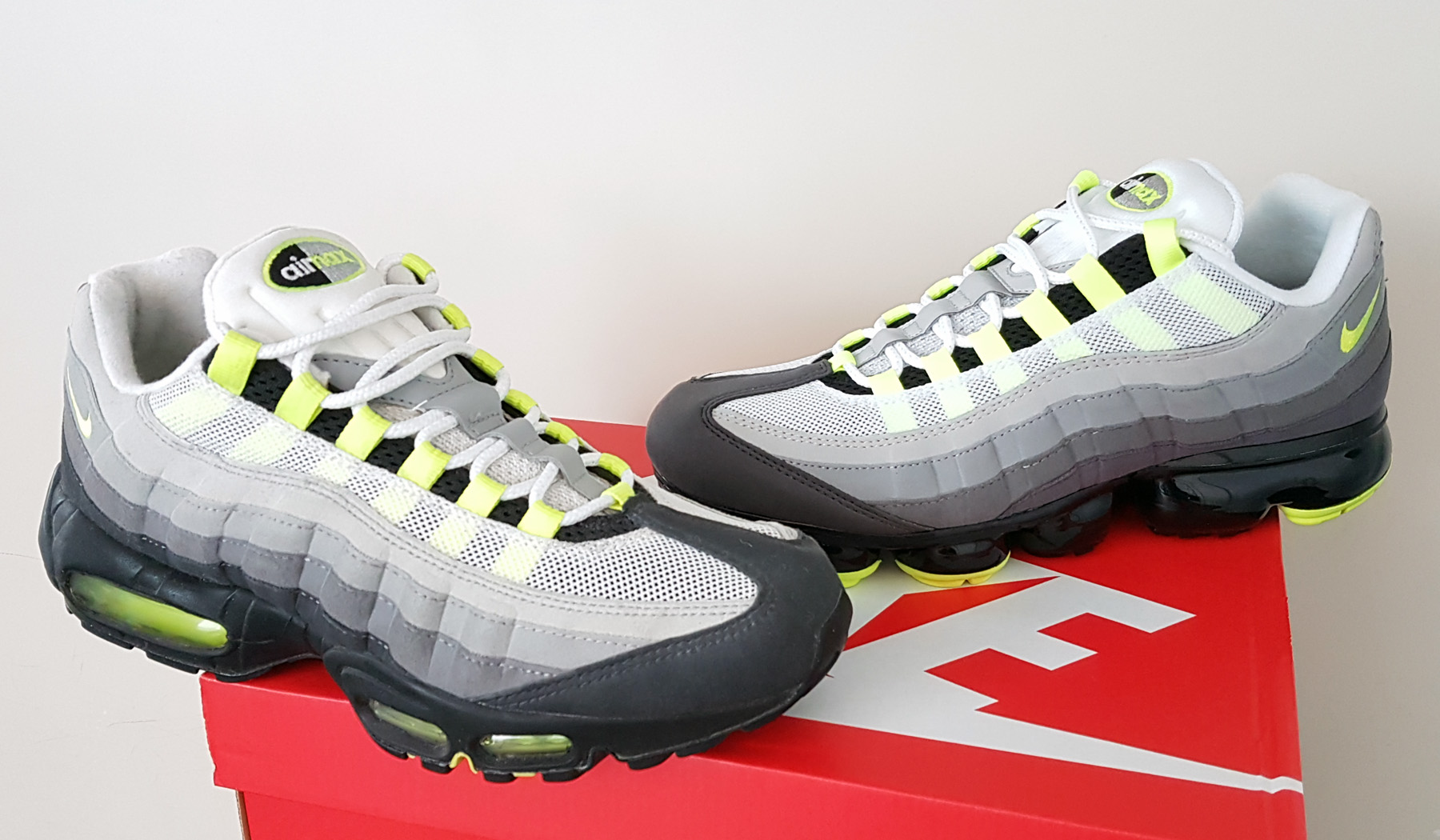 best service 8ded1 64562 File:Nike Air Max 95 and Vapormax 95.jpg - Wikimedia Commons