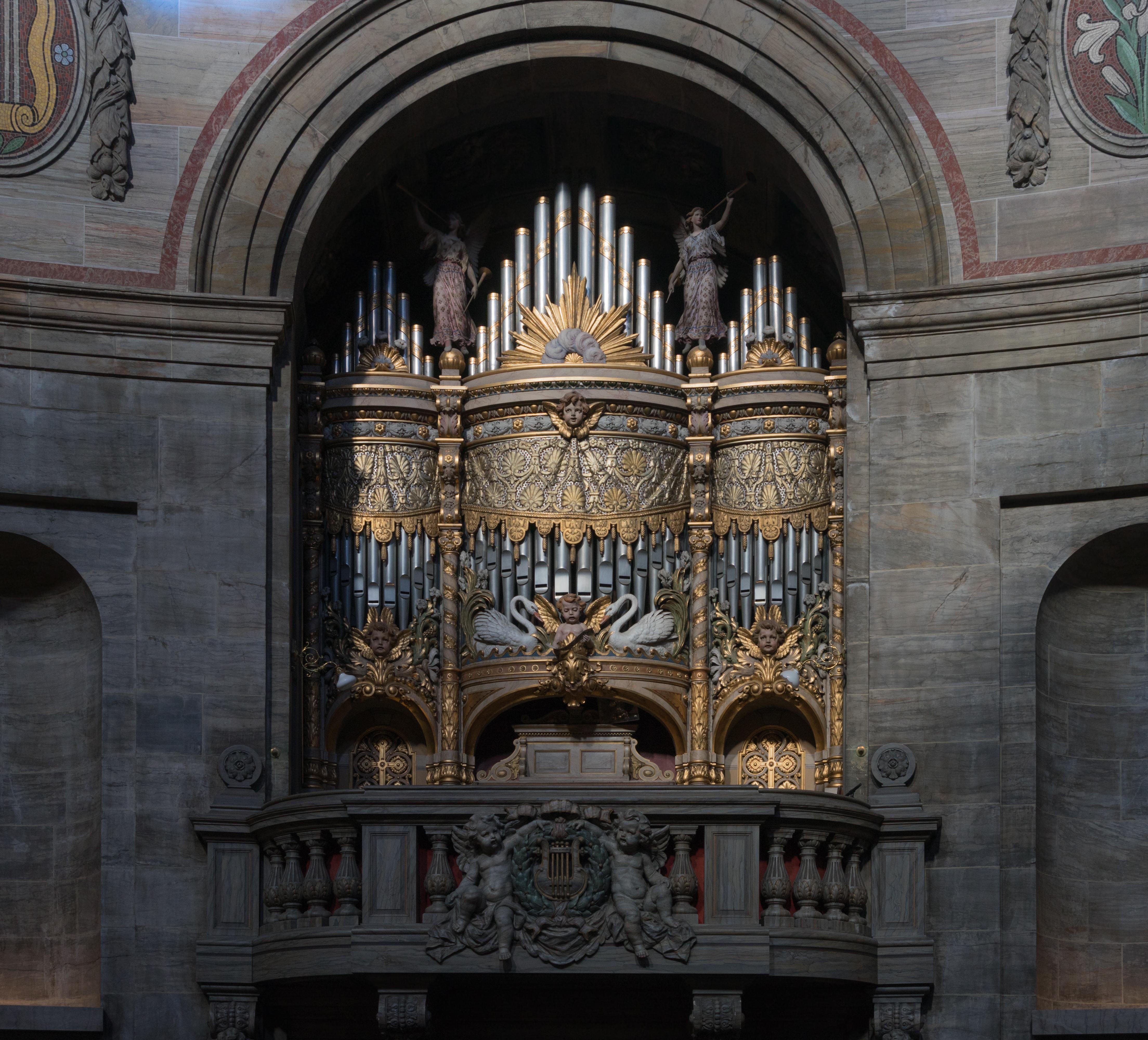 File:Old pipe organ marble church Copenhagen.jpg ...