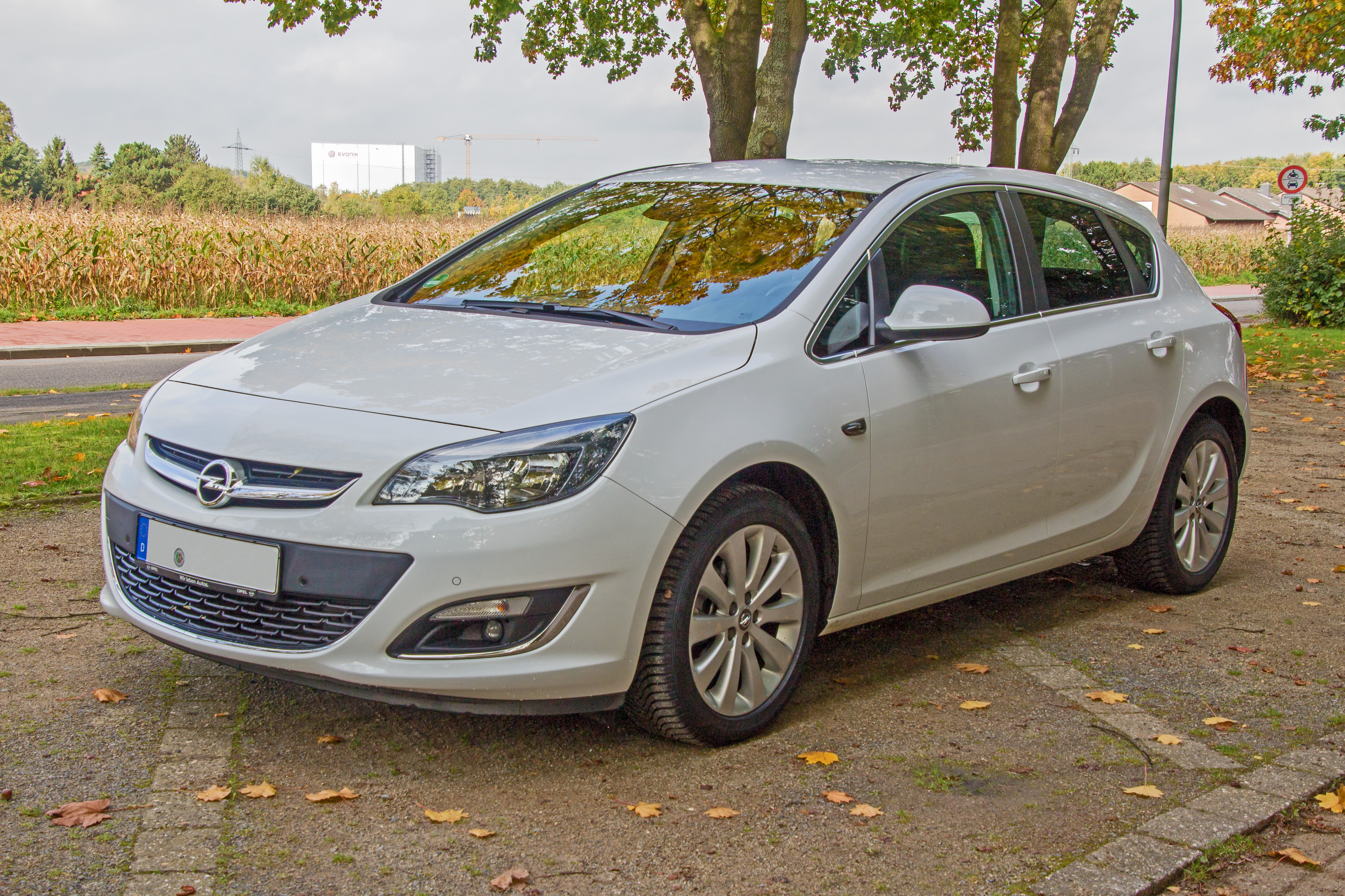 File Opel Astra J Modellpflege Front Jpg Wikimedia Commons