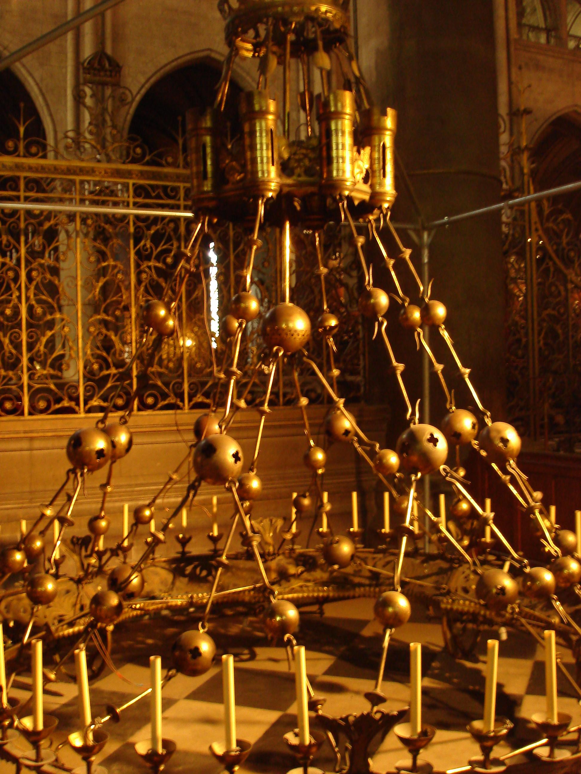 Fileparis notre dame cathedral interior corona chandelier 02g fileparis notre dame cathedral interior corona chandelier 02g mozeypictures Images