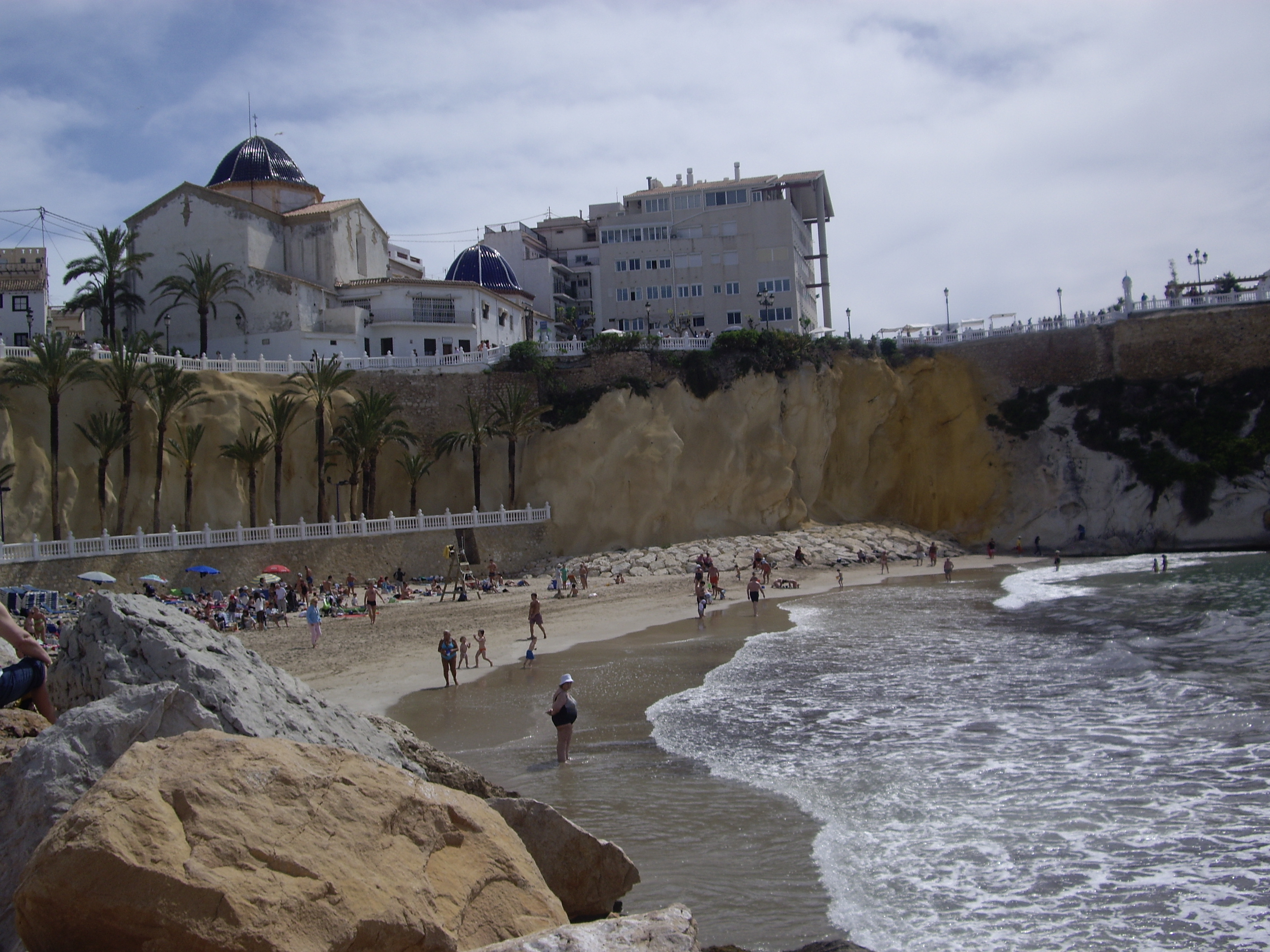 http://upload.wikimedia.org/wikipedia/commons/a/ae/Playa_del_Mal_Pas.JPG