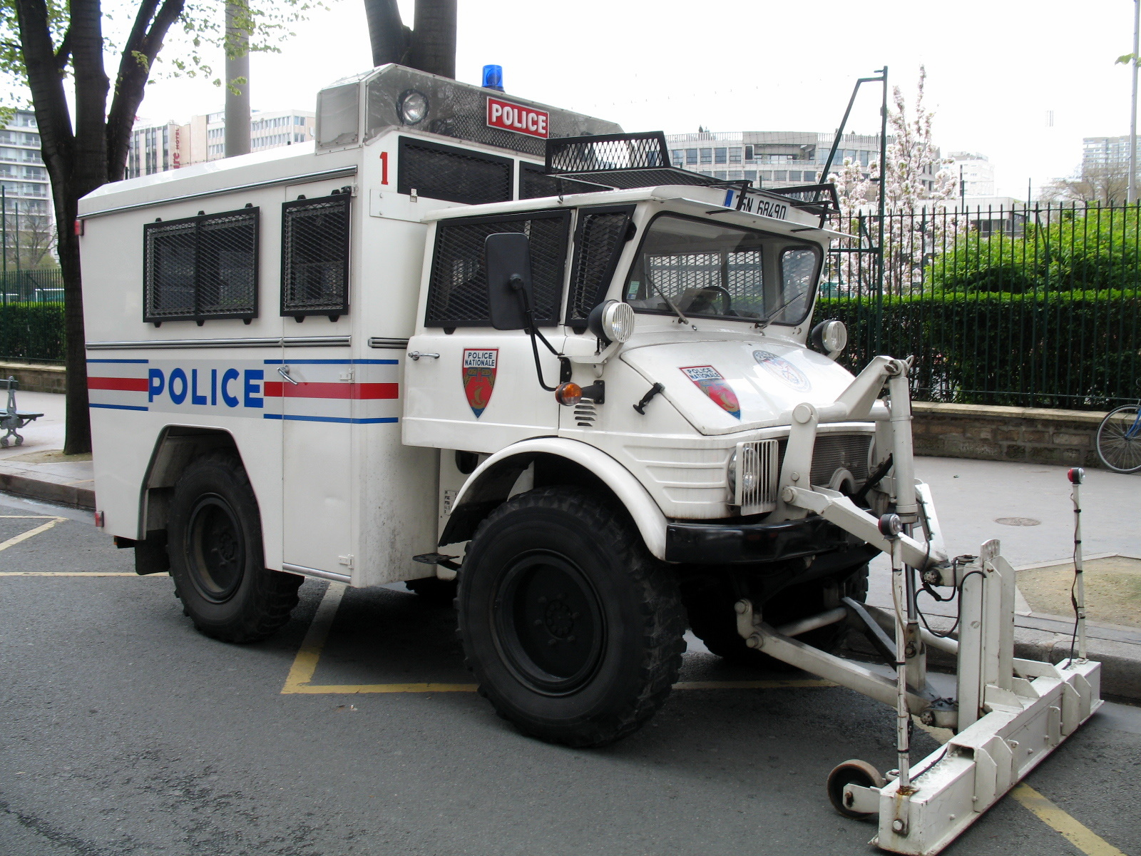 Forestry Truck For Sale File:Police nationale - Mercedes Benz Unimog 416 A.jpg - Wikimedia ...