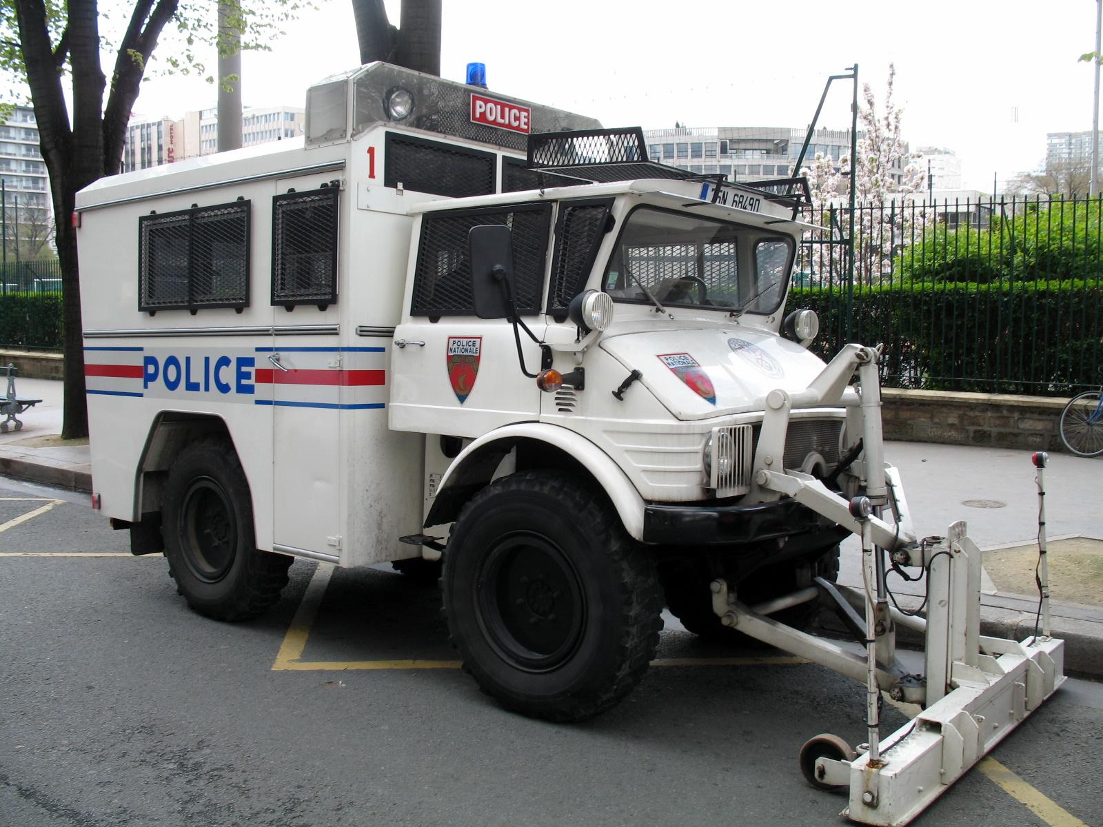 file police nationale mercedes benz unimog 416. Black Bedroom Furniture Sets. Home Design Ideas