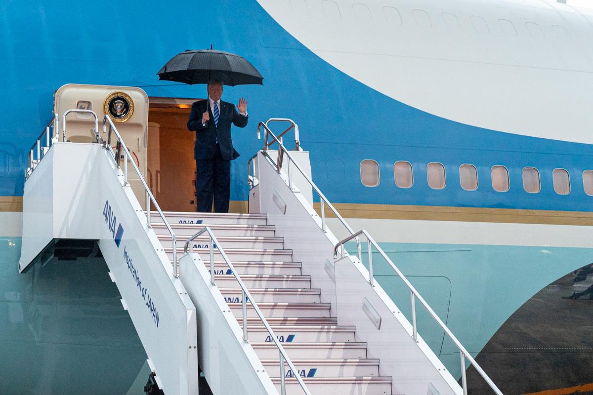 President Trump Arrives in Osaka (48138484362).jpg