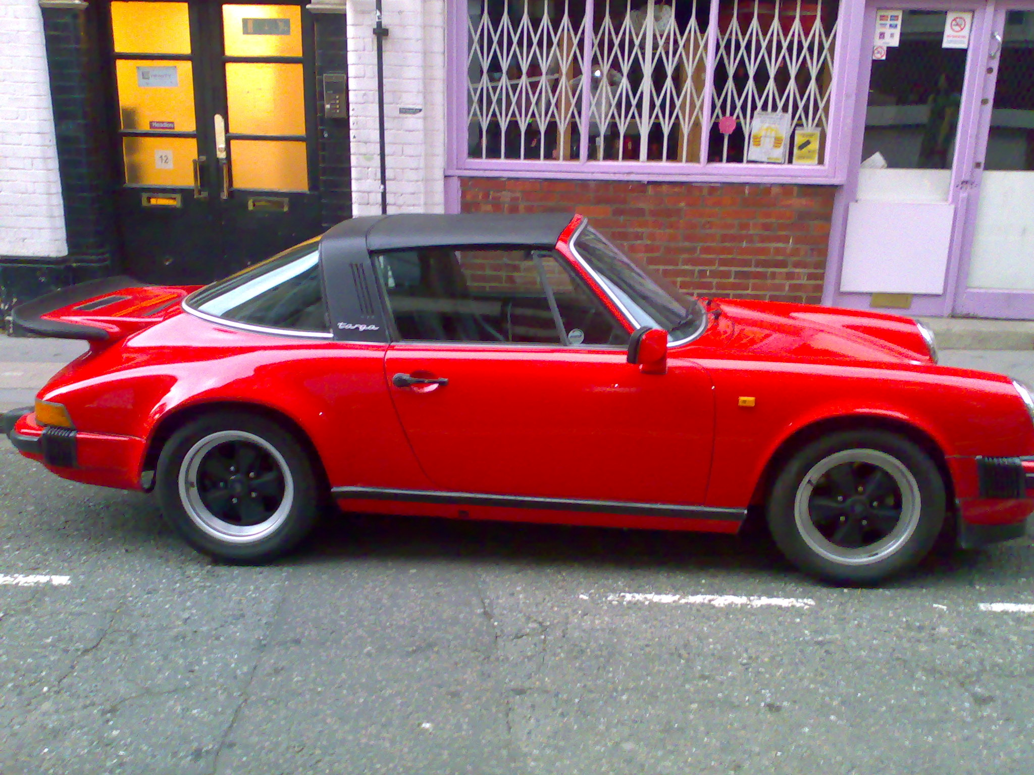 http://upload.wikimedia.org/wikipedia/commons/a/ae/Red_Porsche_911_SC_Targa.jpg