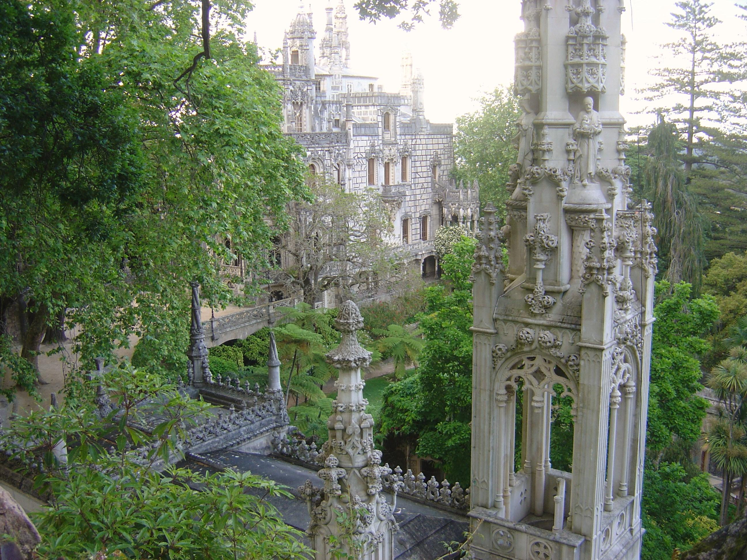 [Imagem: Regaleira_Chapel_and_Palace.JPG]