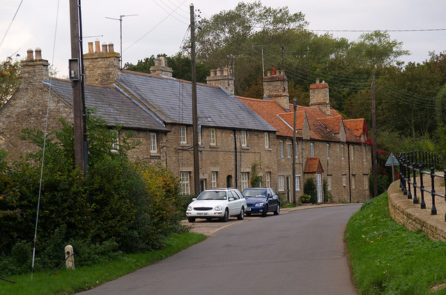 Plik:Row of Cottages, Yardley Hastings - geograph.org.uk - 253134.jpg