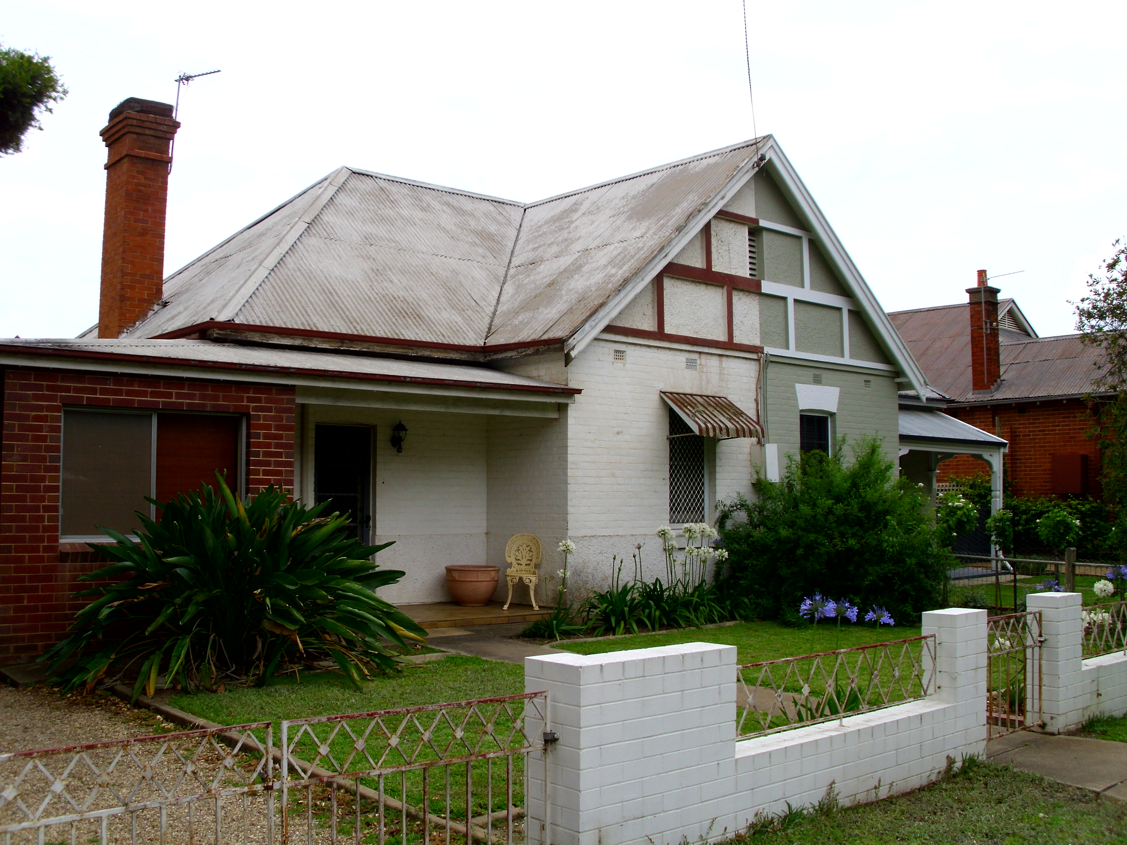 Filesemi detached house in tompson street jpg