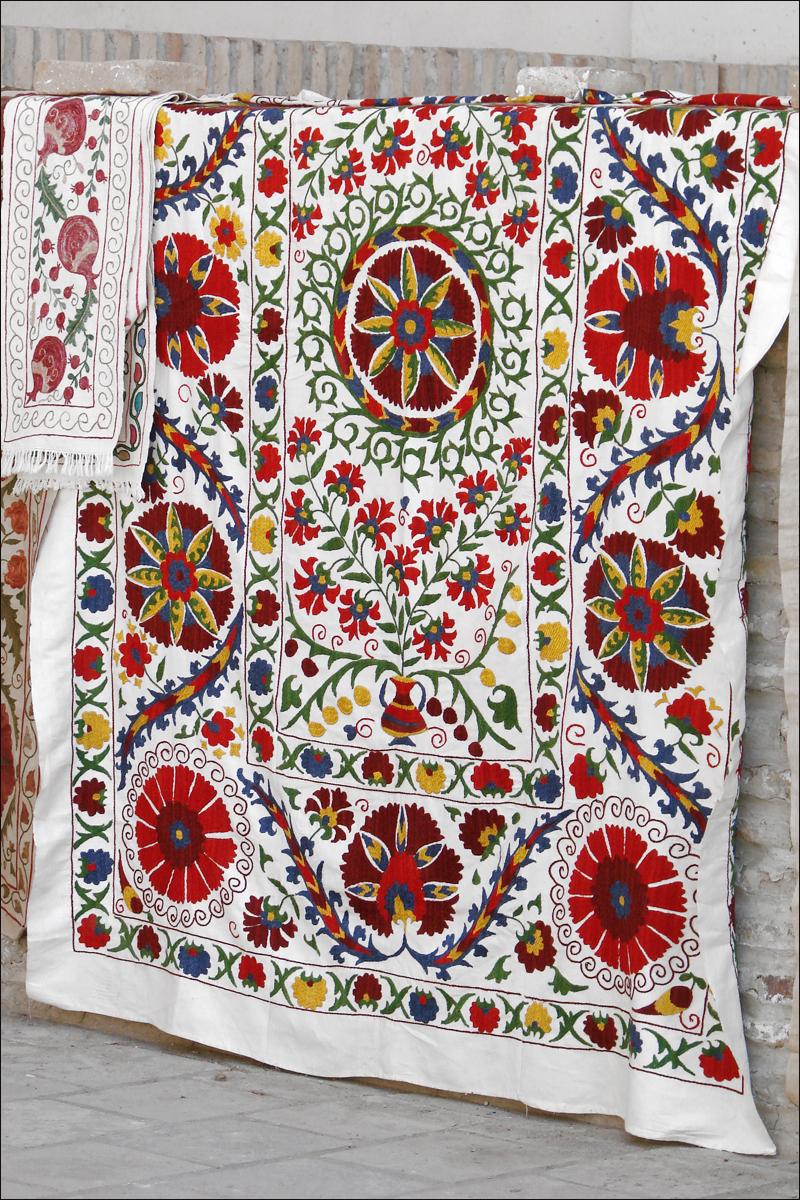 Suzani (Boukhara, Ouzb%C3%A9kistan) (5657423581).jpg