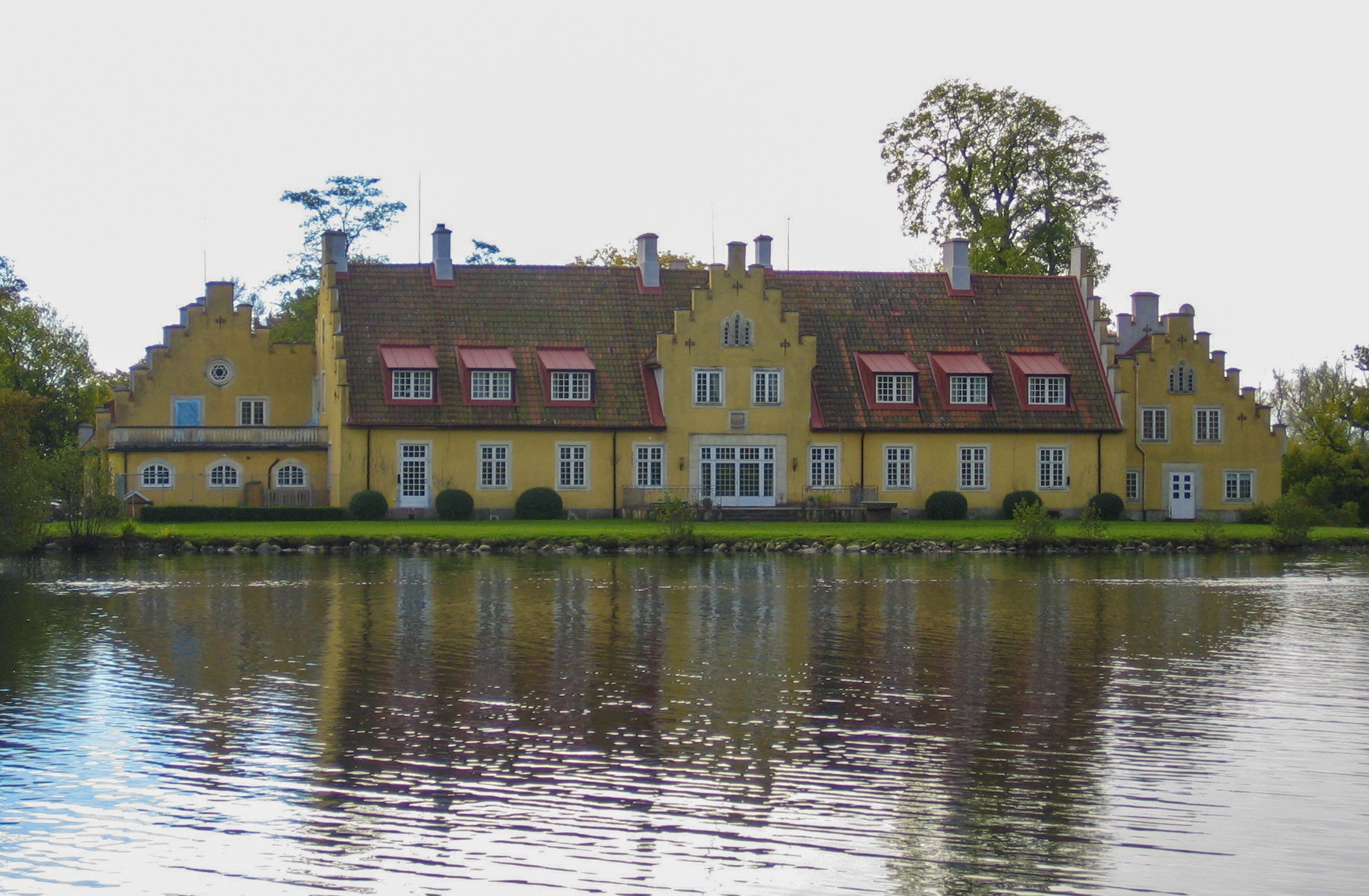 Fil:Swedish manor garagesale24.net Wikipedia