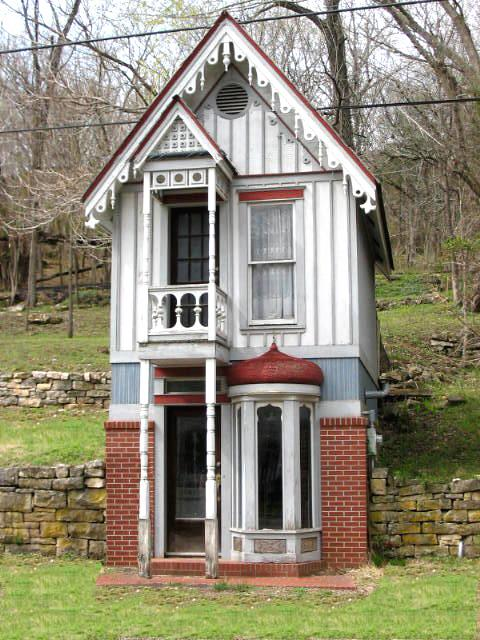 Amazing File Tiny House Wikimedia Commons Largest Home Design Picture Inspirations Pitcheantrous