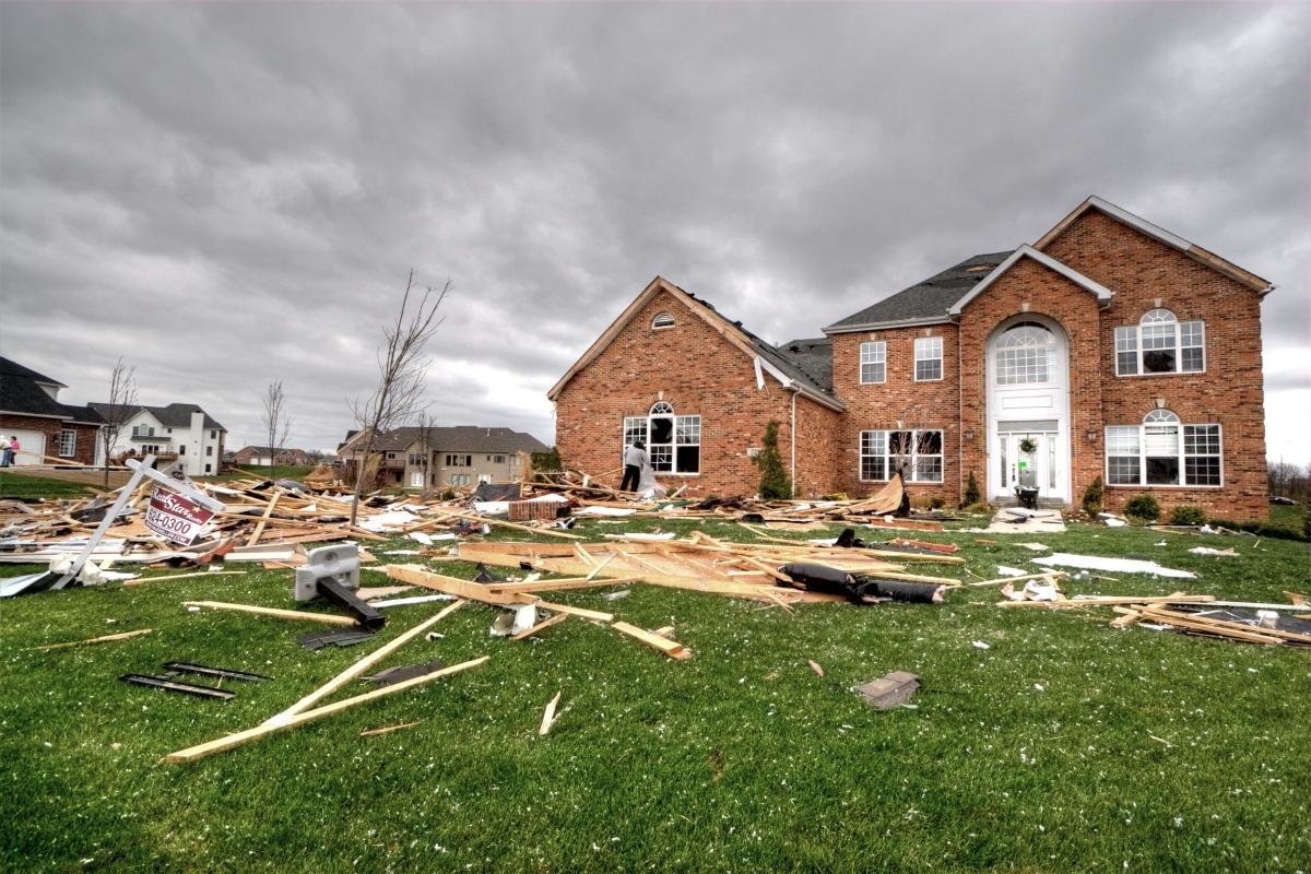File:Tornado Damage, Illinois 1.JPG - Wikipedia