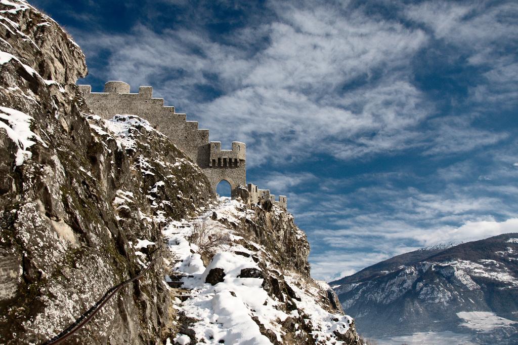 Sion Switzerland  city photo : Description Tourbillon Castle, Sion, Switzerland 002