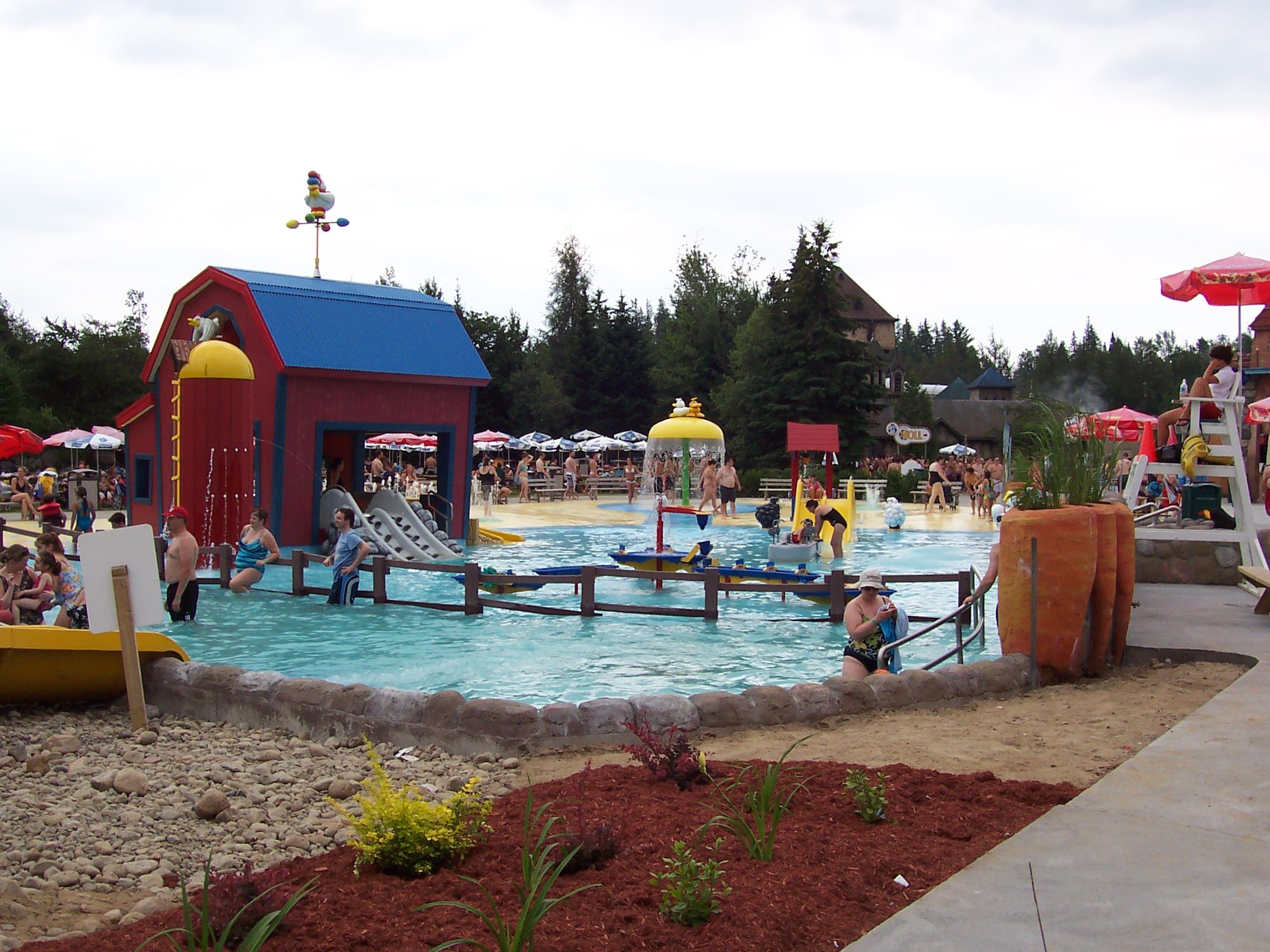 Valcartier un autre style de parc d 39 attraction for Village vacances gers avec piscine