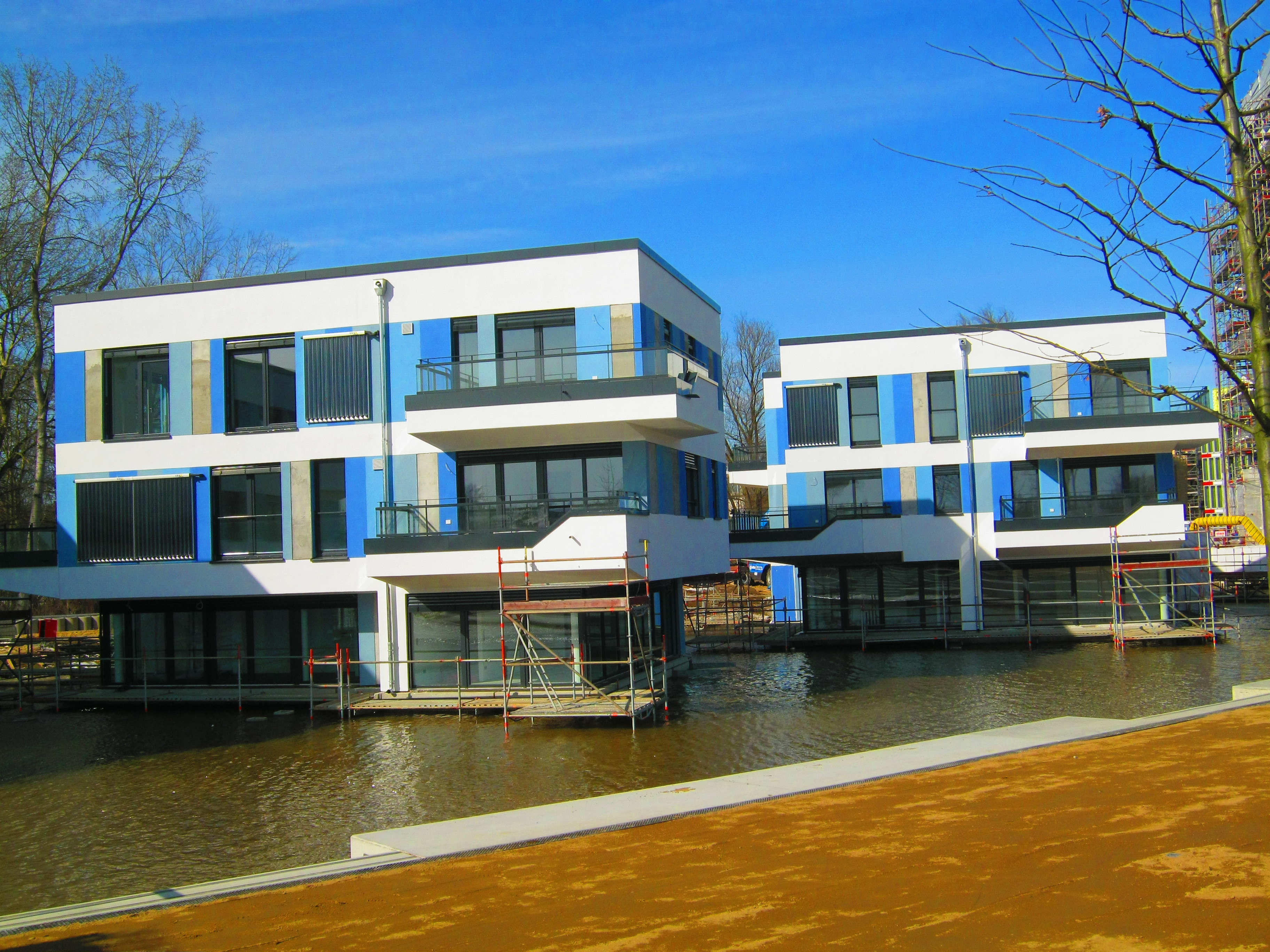 File water houses jpg wikimedia commons for Houses images pictures