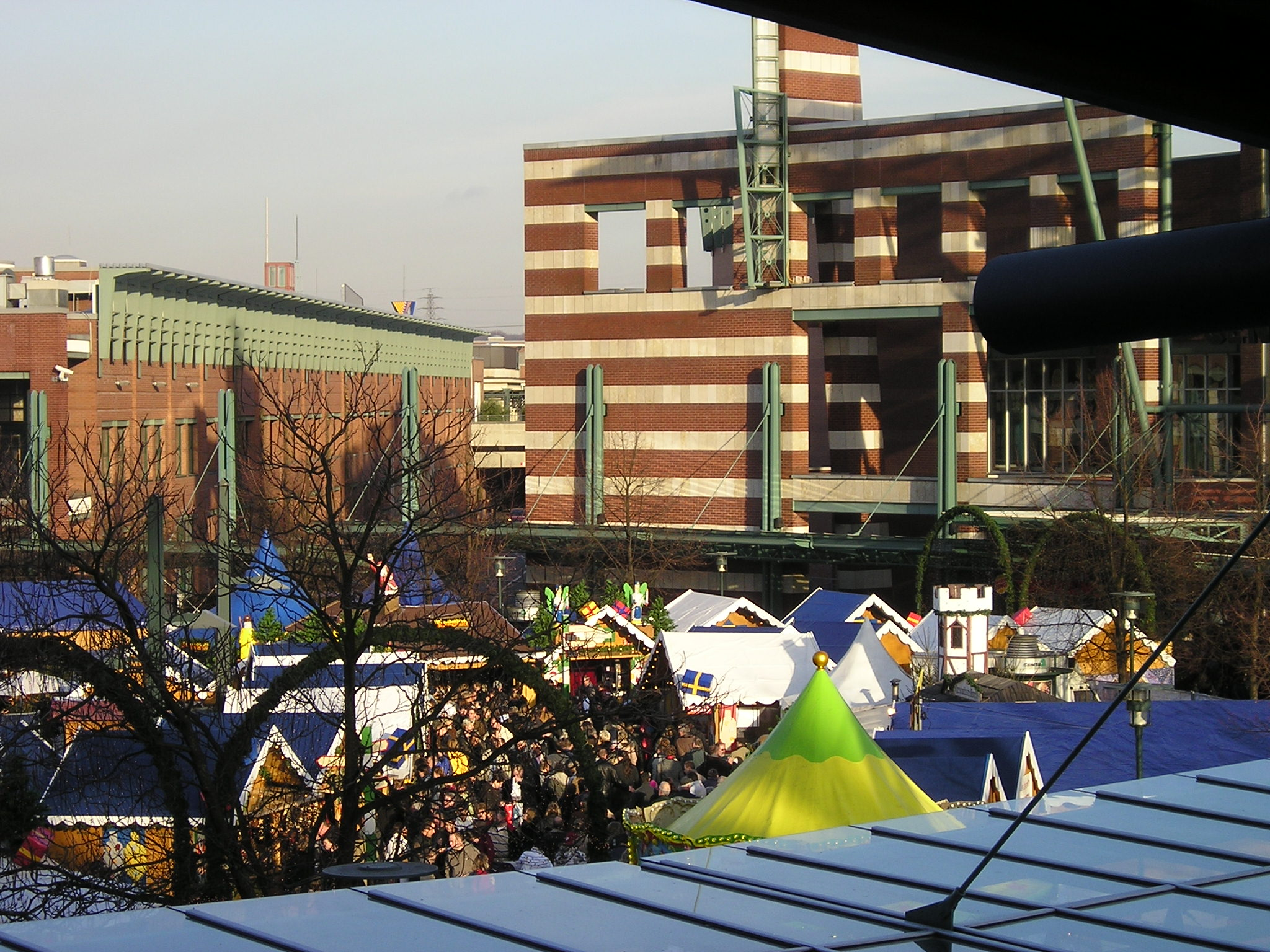 File Weihnachtsmarkt Am Centro 2007 Jpg Wikimedia Commons