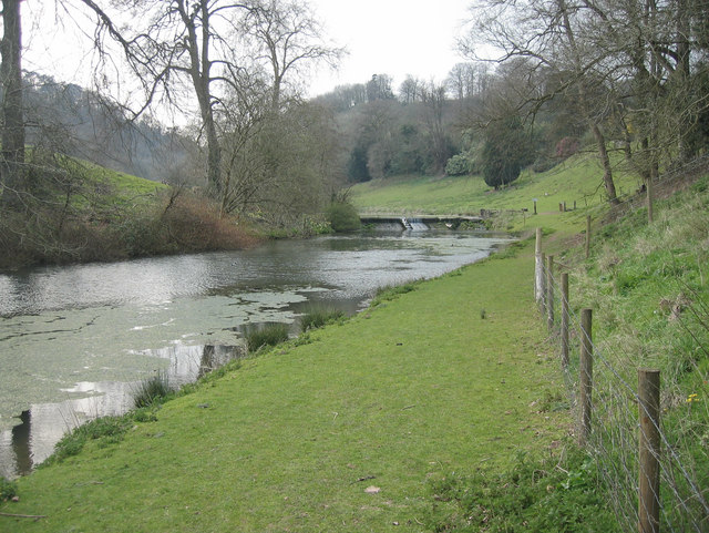 Weirs and lakes at Cwrt-yr-ala. - geograph.org.uk - 383766