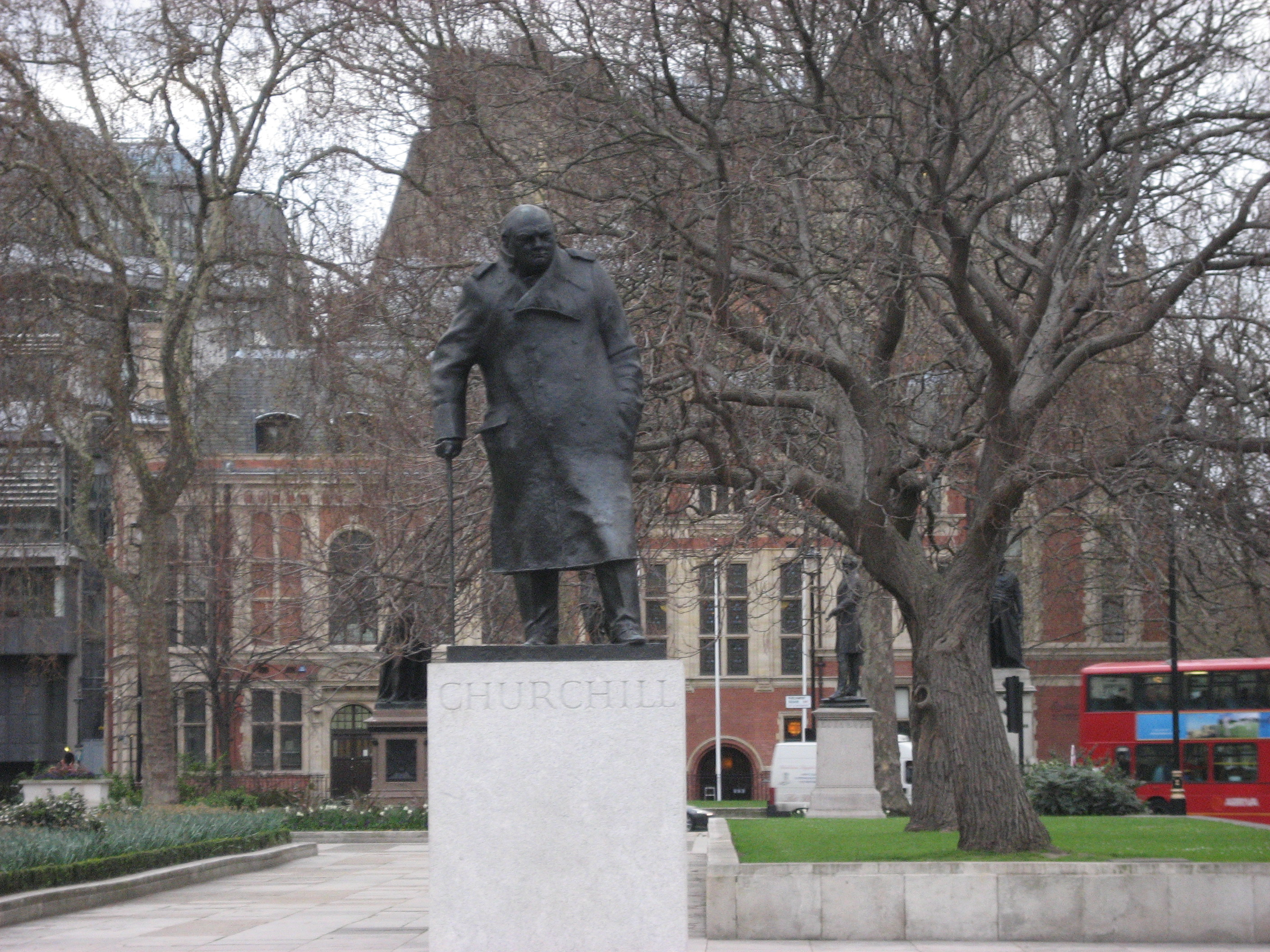 File:Winston-churchill-statue-parliament-square-london-uk.jpg ...
