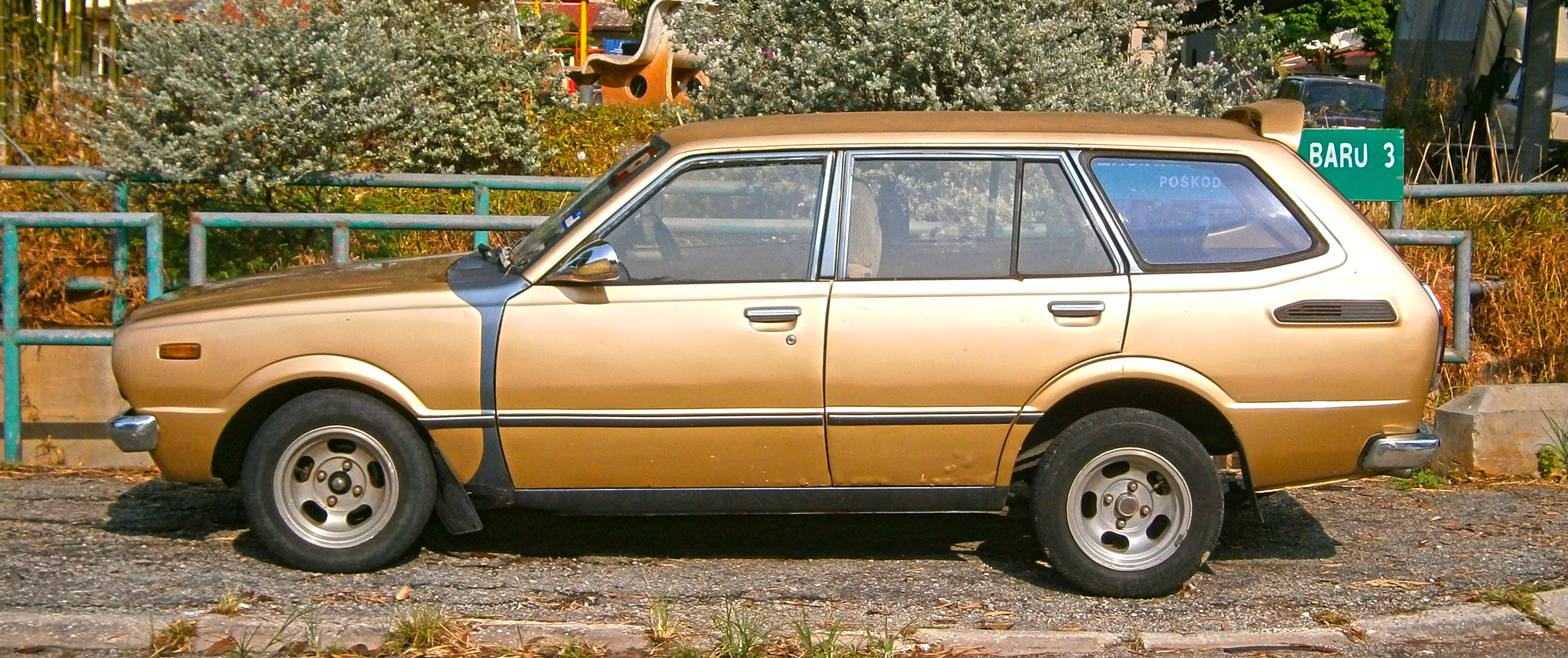 File:1979 Toyota Corolla (KE36) 5 Door Station Wagon (modified)