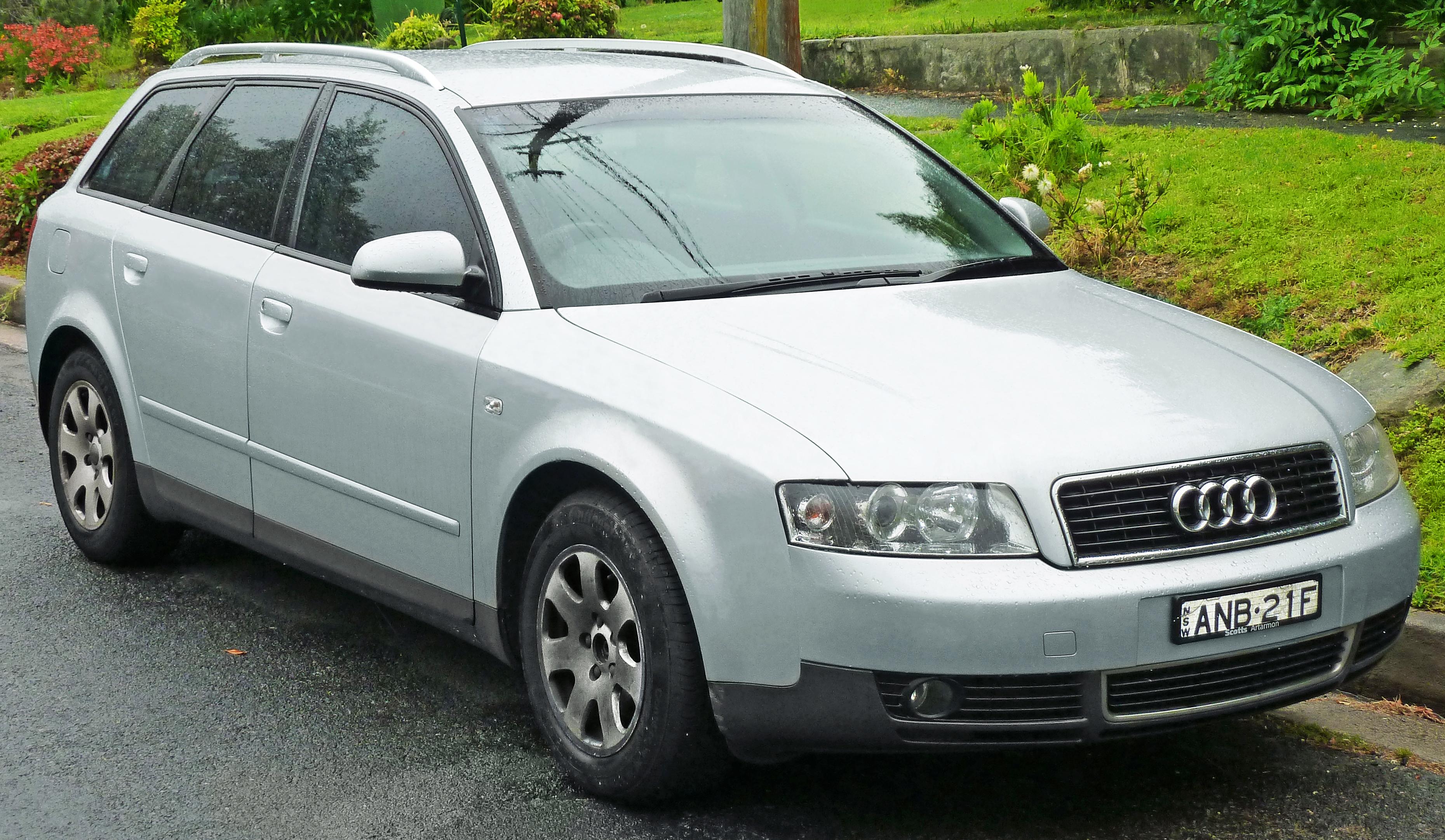Description 2002-2005 Audi A4 (8E) 2.0 Avant (2011-10-25) 01.jpg