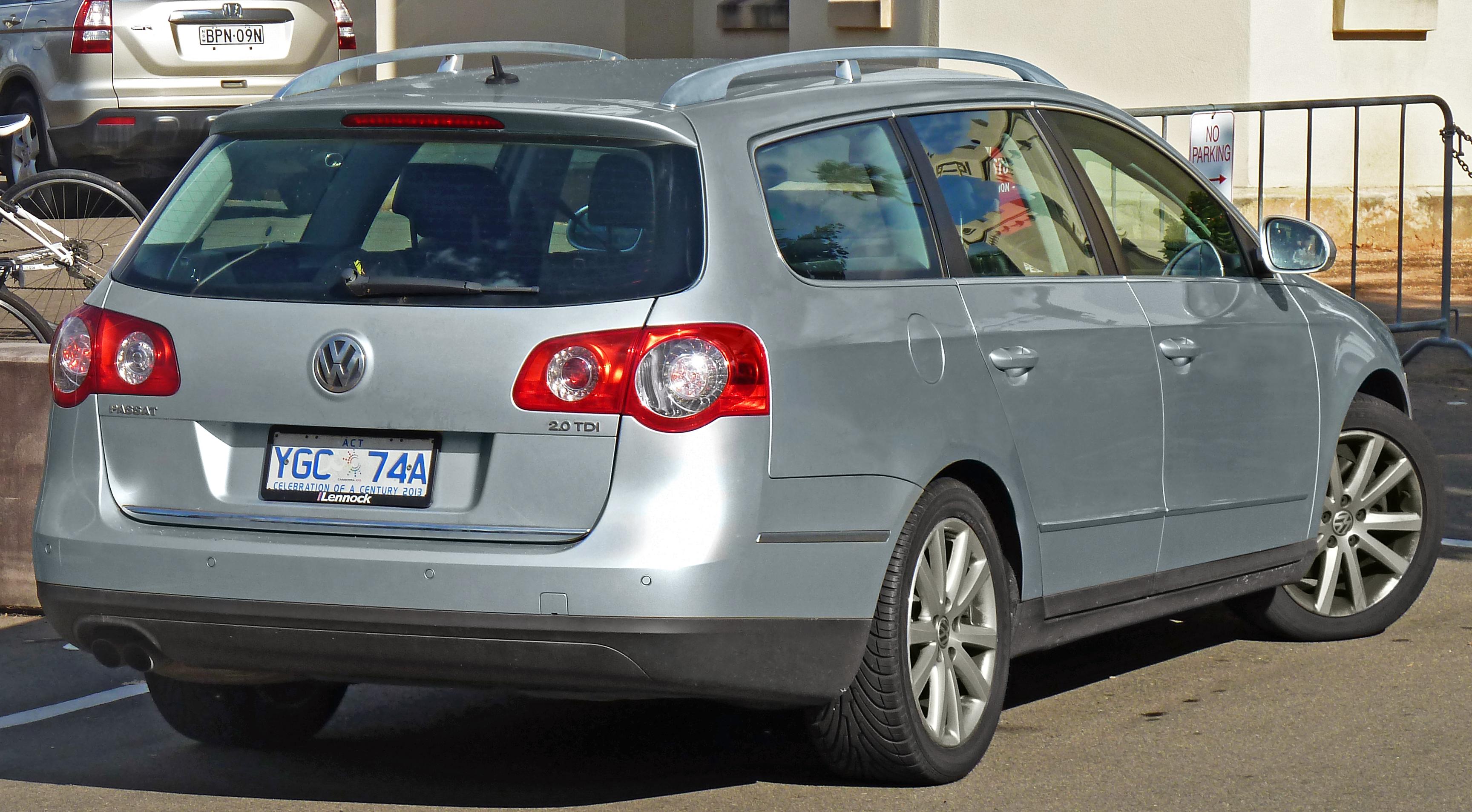 File:2006-2010 Volkswagen Passat (3C) 2.0 TDI station ...