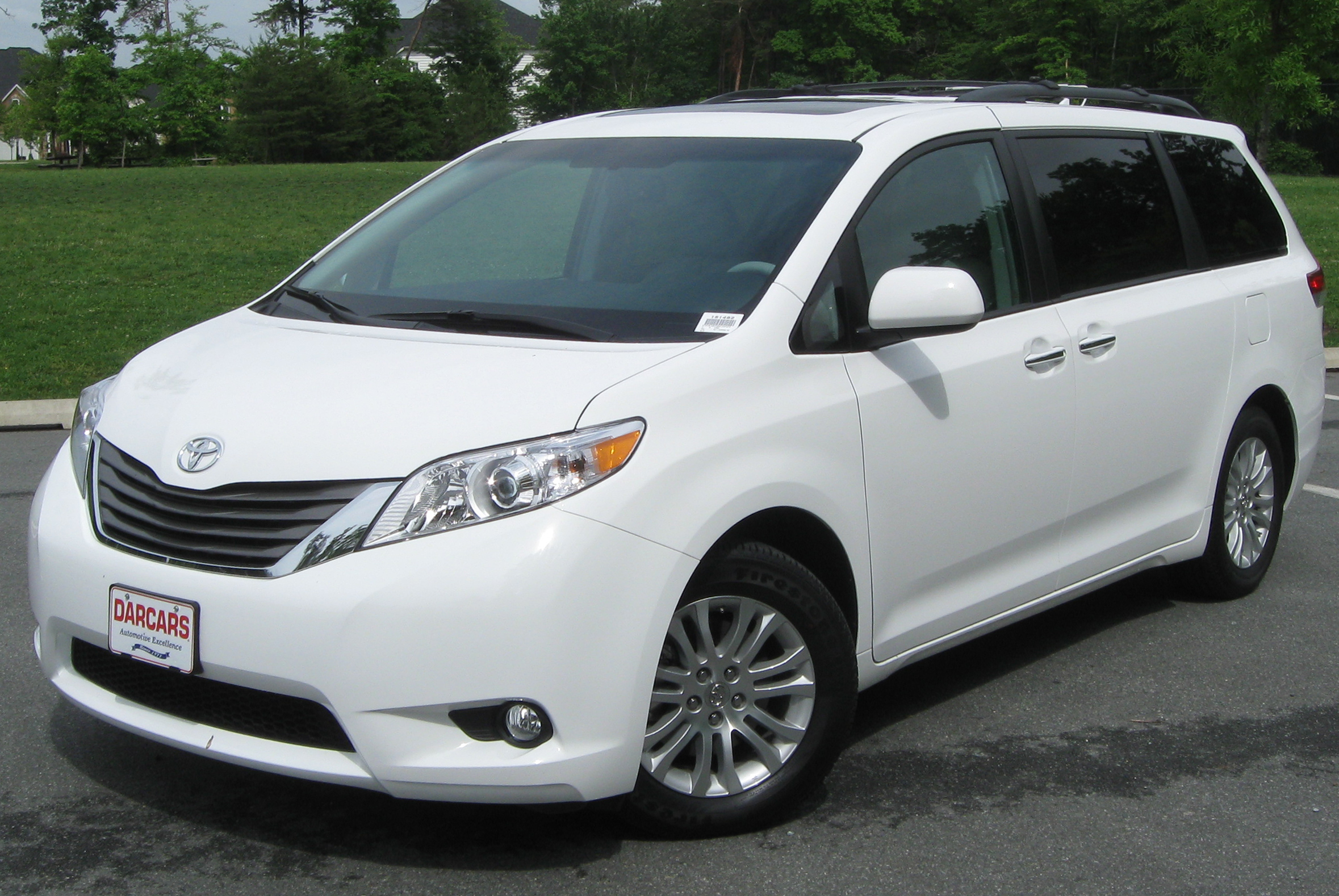 Description 2011 Toyota Sienna XLE -- 05-18-2011.jpg
