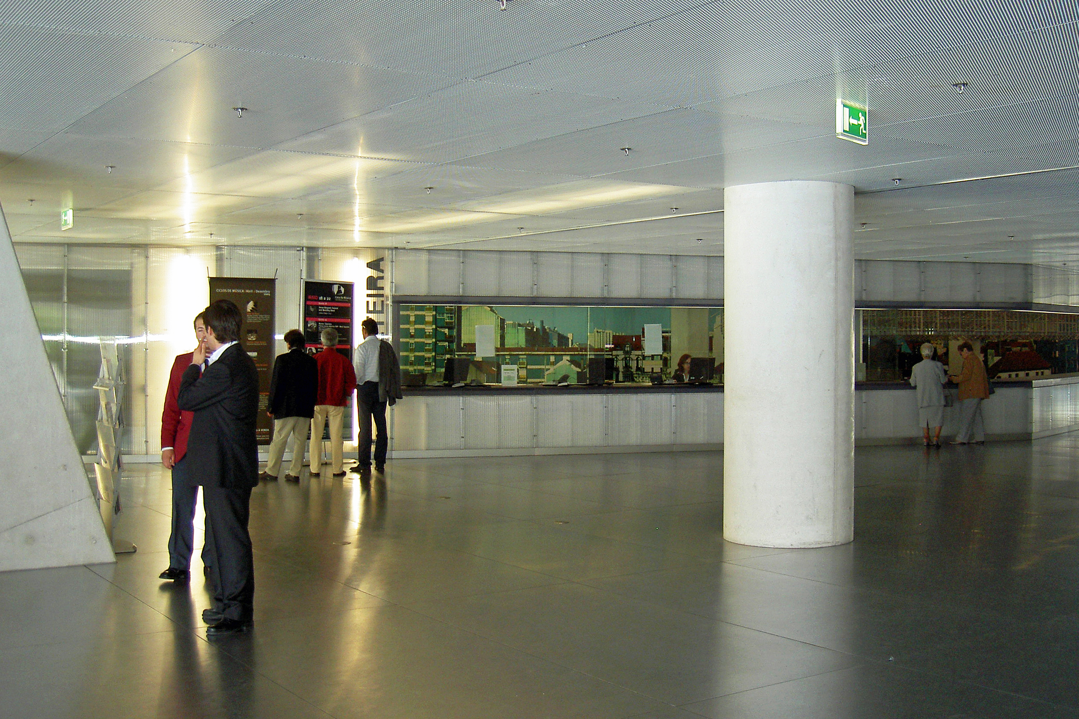 File 3 casa da musica hall de entrada for Piscitelli casa de musica