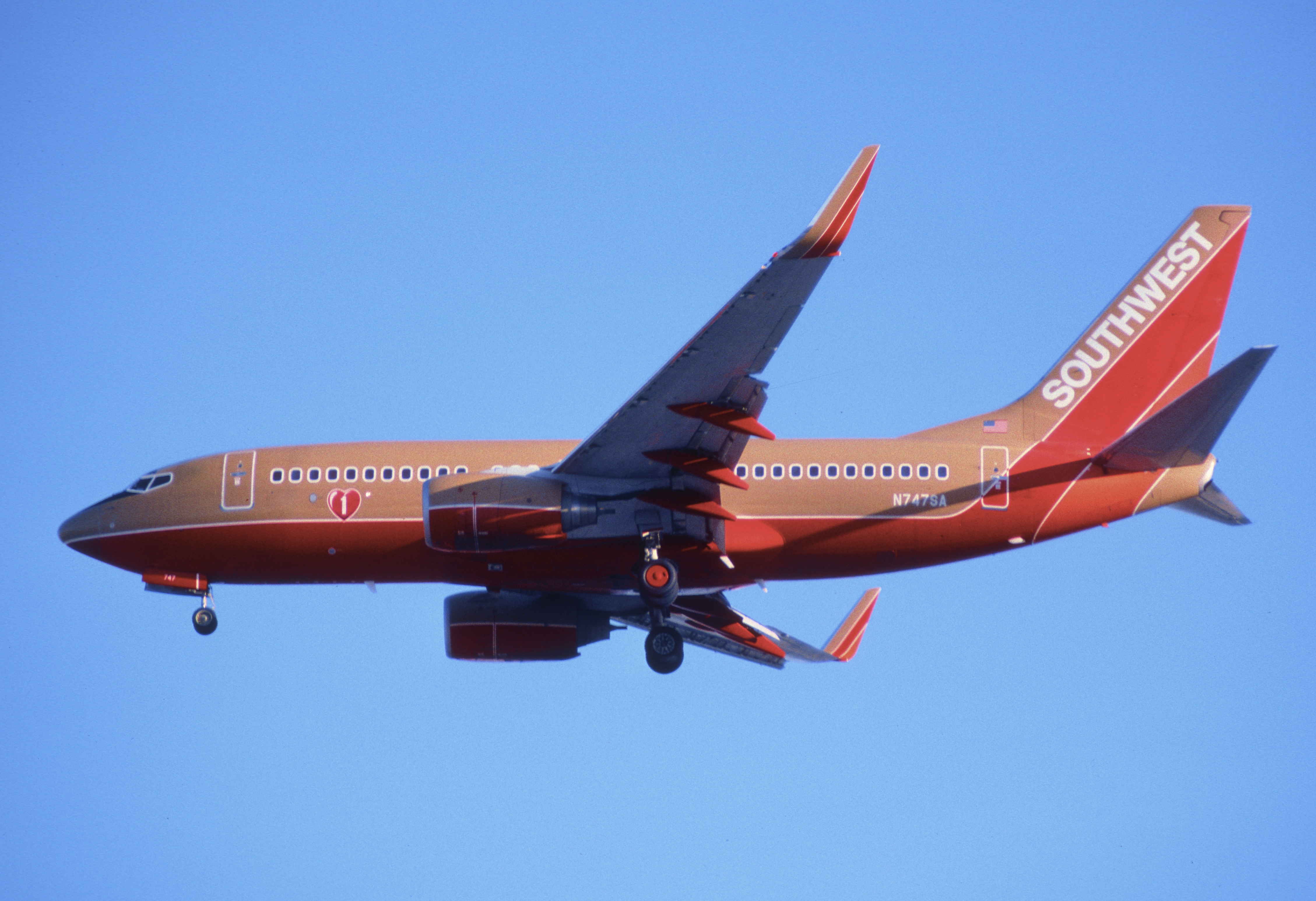 a summary of southwest airlines Paper details your individual case assignment is case #25-southwest airlines generally cases follow this format: (1) a summary of  southwest management.