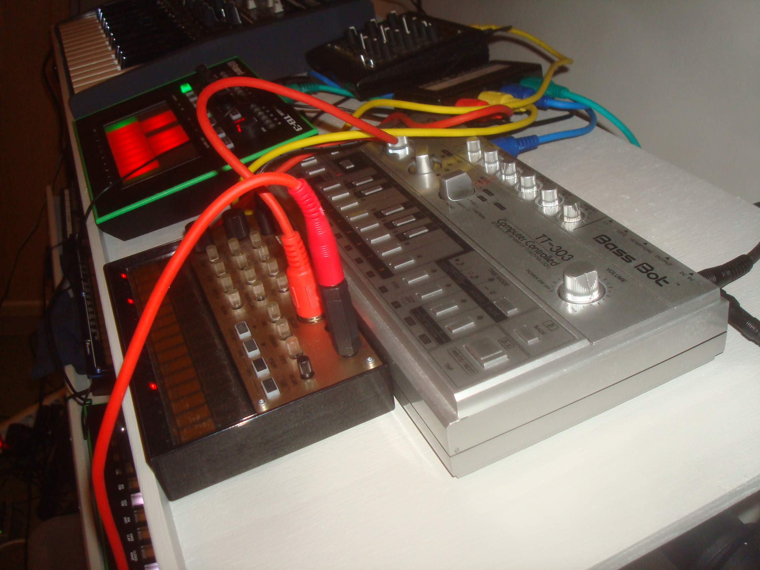 Fileacid Bass Machines And Cables Mfb Synth Lite Roland Aira Tb Touch Audio Wiring