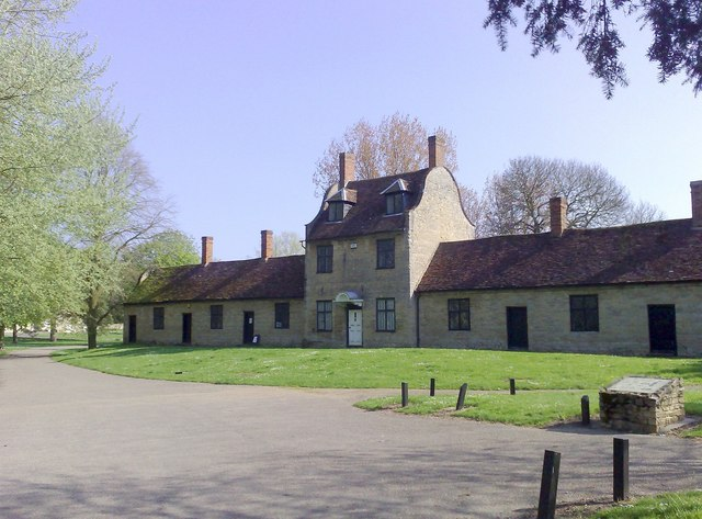 Almshouses, Great Linford - geograph.org.uk - 1272809