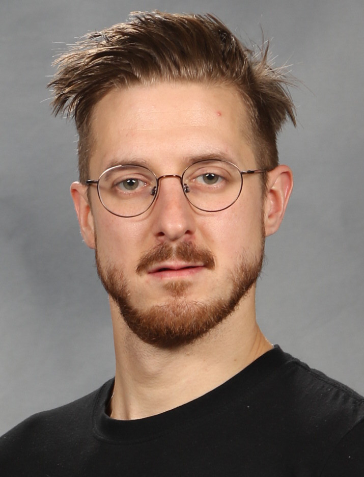 The 38-year old son of father (?) and mother(?) Arthur Darvill in 2020 photo. Arthur Darvill earned a million dollar salary - leaving the net worth at 3.5 million in 2020