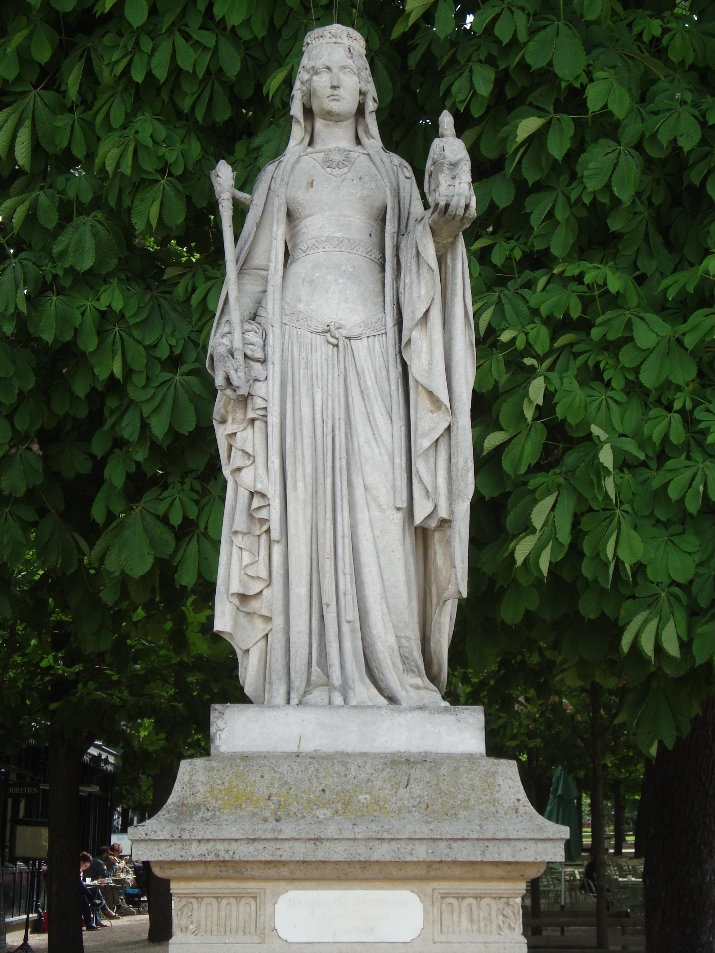 Statue of Bertrada