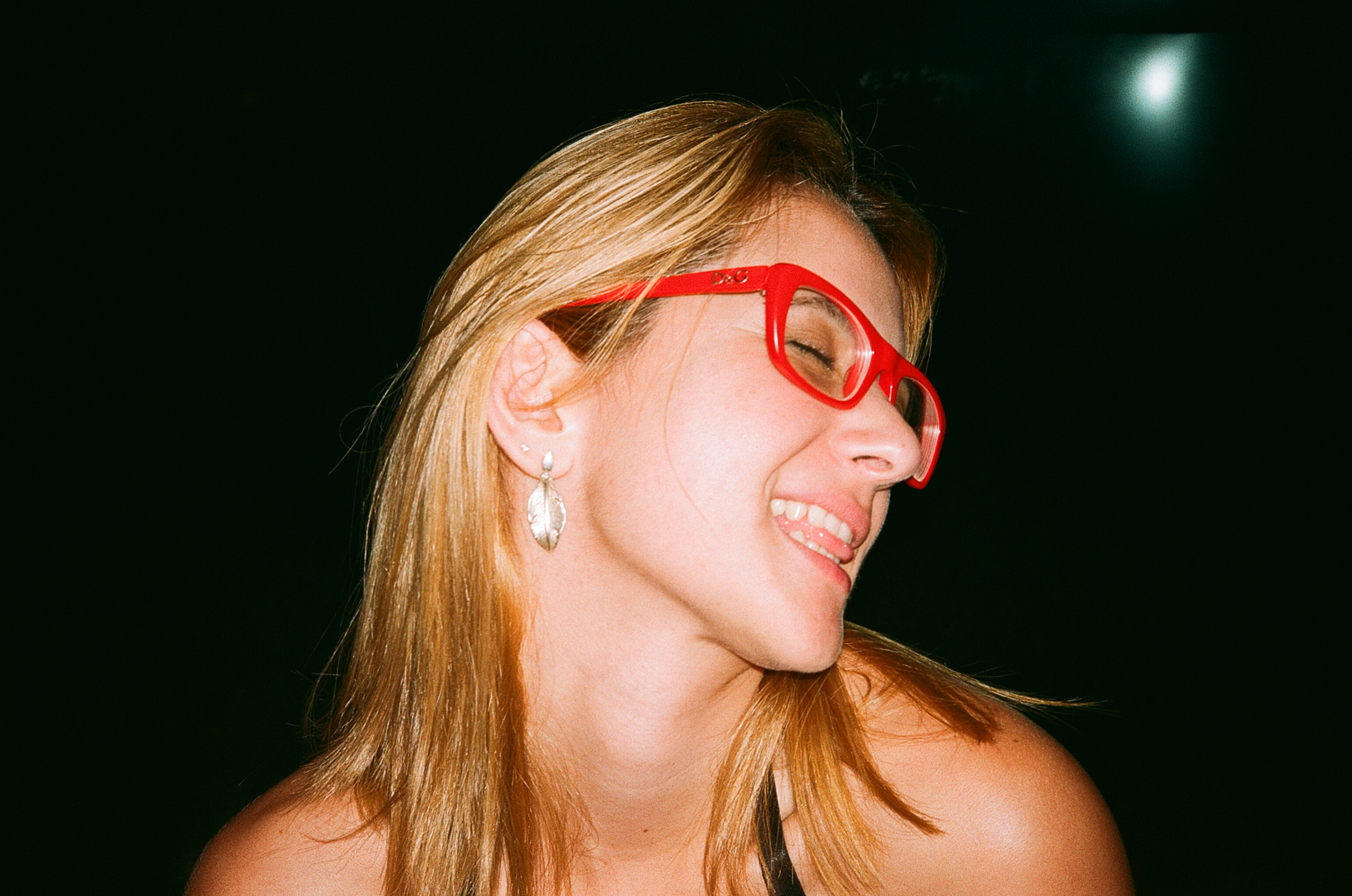 fileblond woman with red glassesjpg wikimedia commons