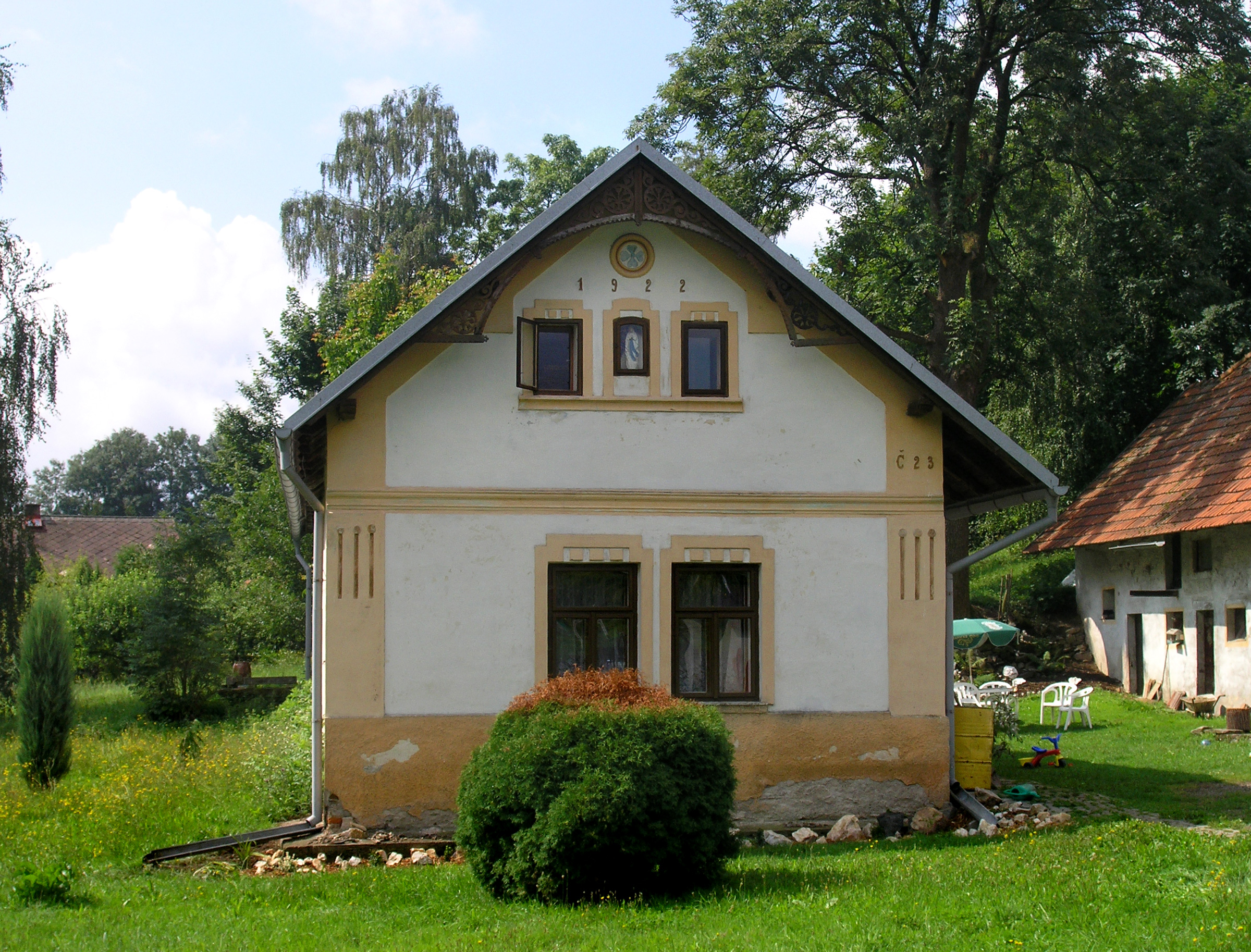 File Bohdaneč Small House Jpg Wikimedia Commons