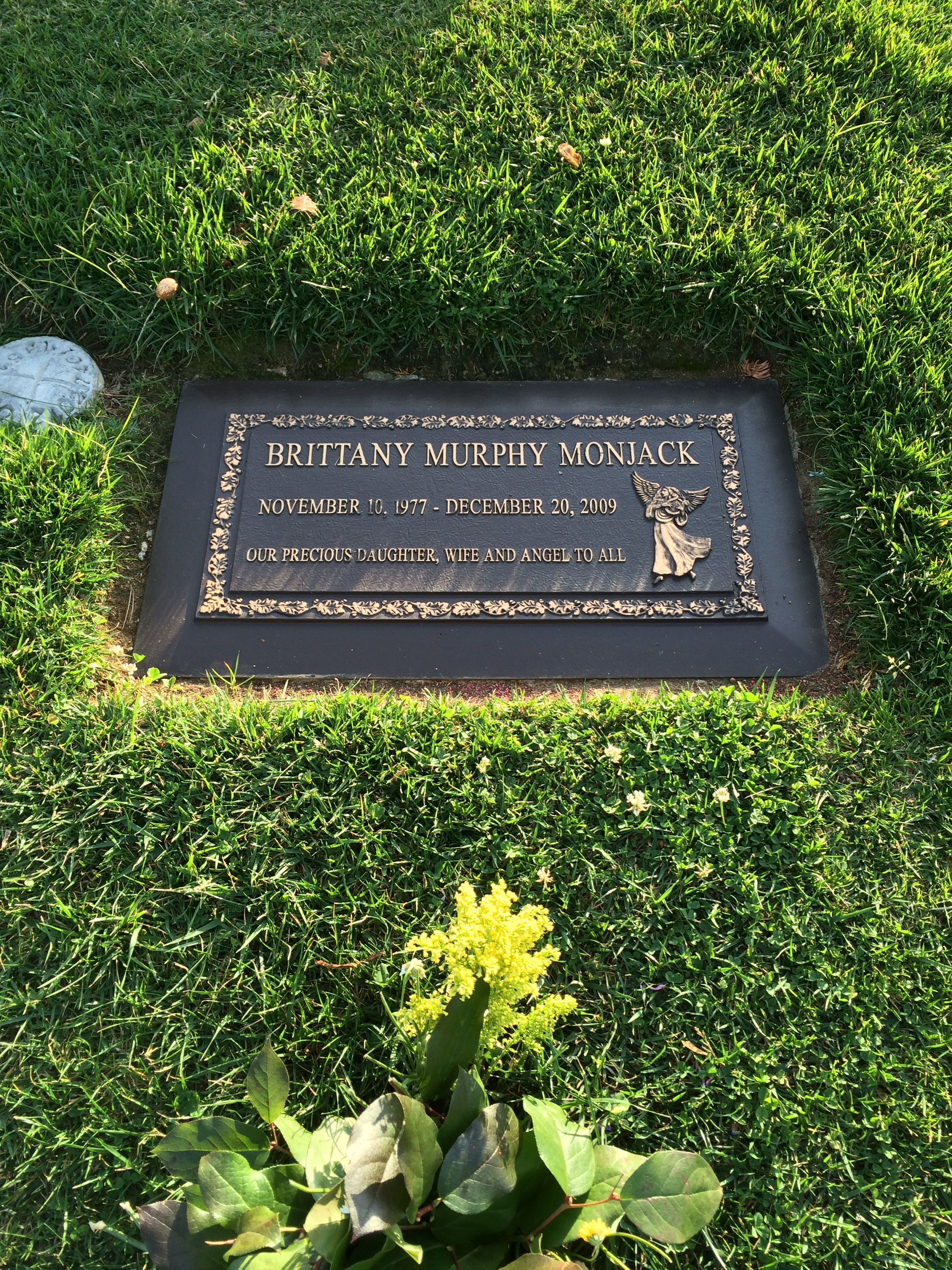 Brittany Murphy is buried in the same cemetery as Michael Jackson 12/25/2009 84