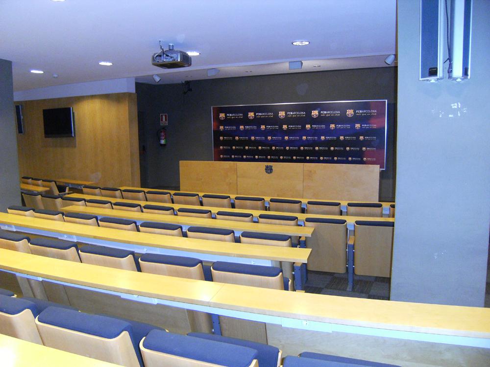 File:Camp Nou Press room.jpg - Wikimedia Commons