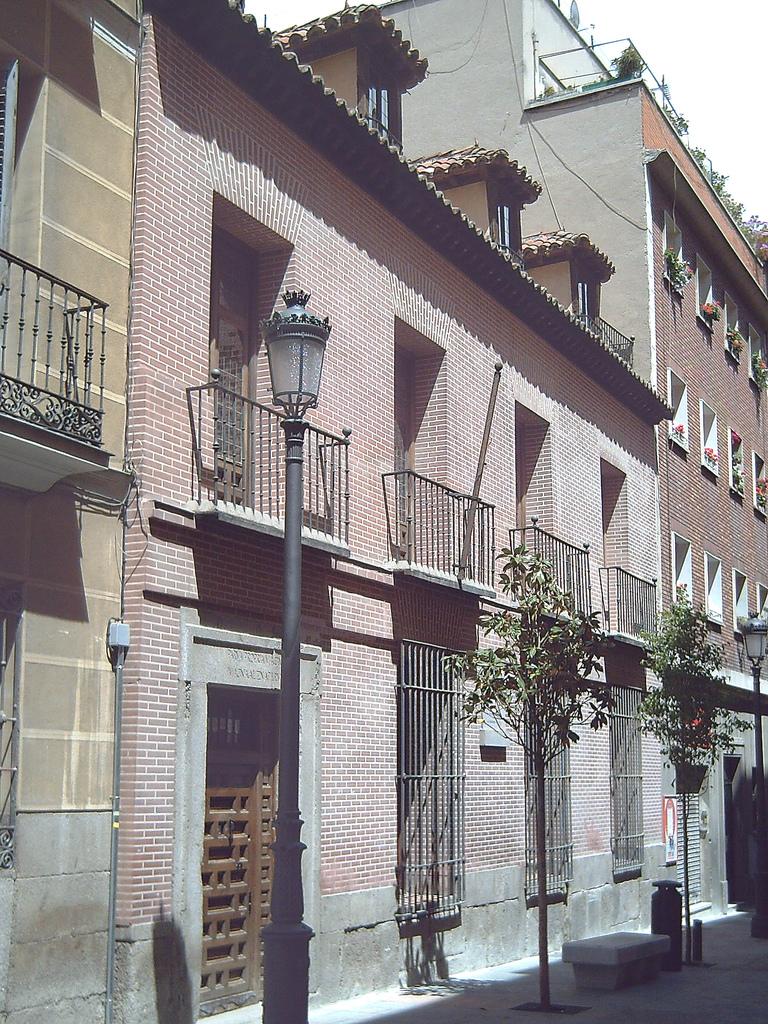 Casa madrileña en la que vivió Lope desde 1610 hasta su muerte (1635). En la actualidad es la Casa-Museo de Lope de Vega.